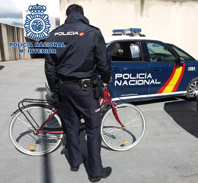 La Policía recupera una bicicleta robada y esclarece un robo en un domicilio del Albaicín