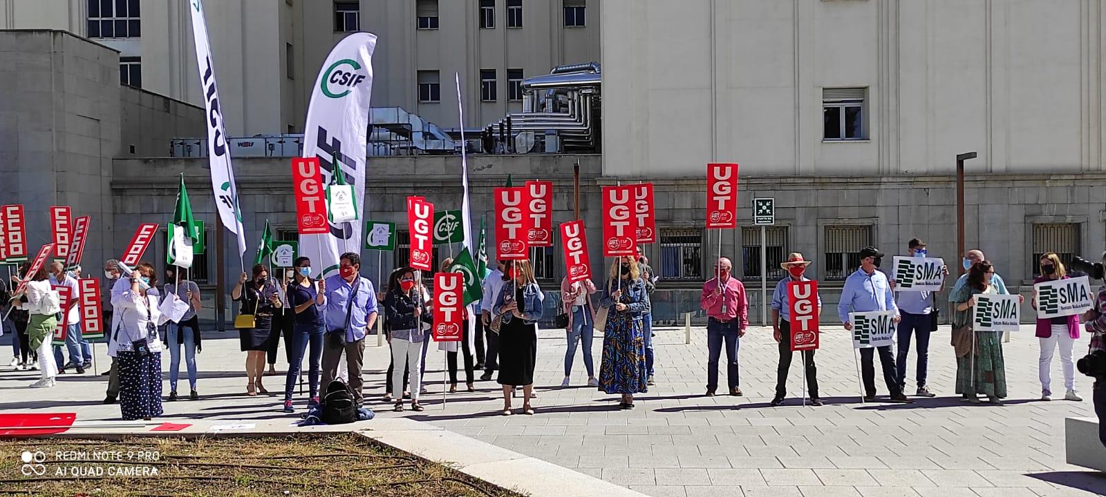 Los Sindicatos de la Sanidad Pública piden amparo al presidente de la Junta frente al «atropello» de derechos al personal del SAS