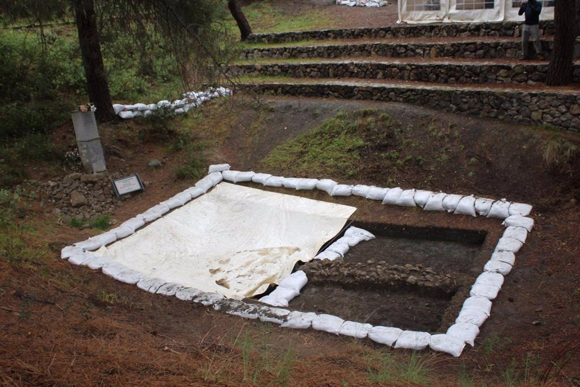 Encuentran los primeros restos humanos en la excavación de fosas en el Barranco de Víznar