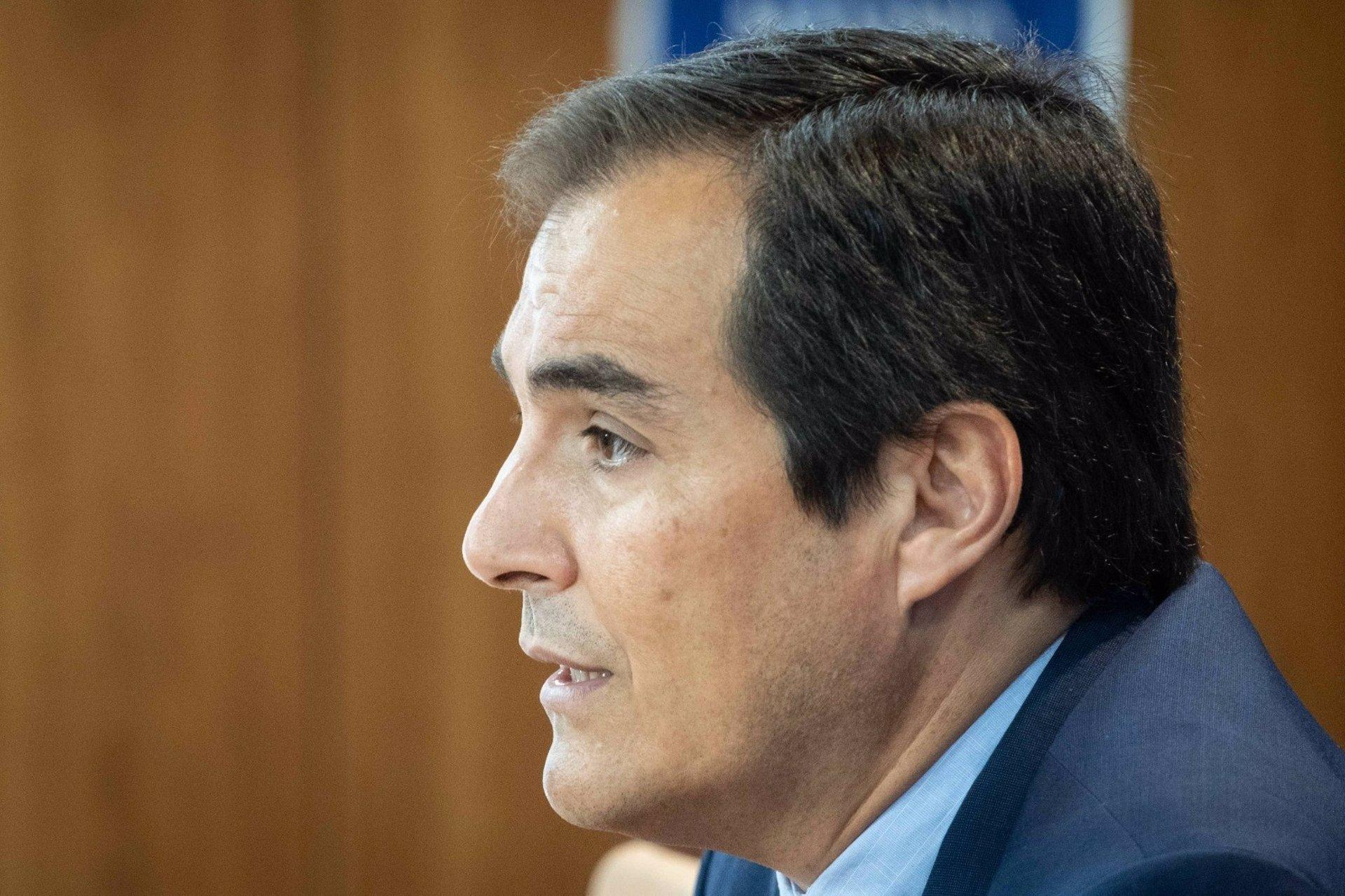 Nieto (PP-A) considera que Pérez ha hecho un «trabajo espléndido» y debería «entender cuál es su papel»