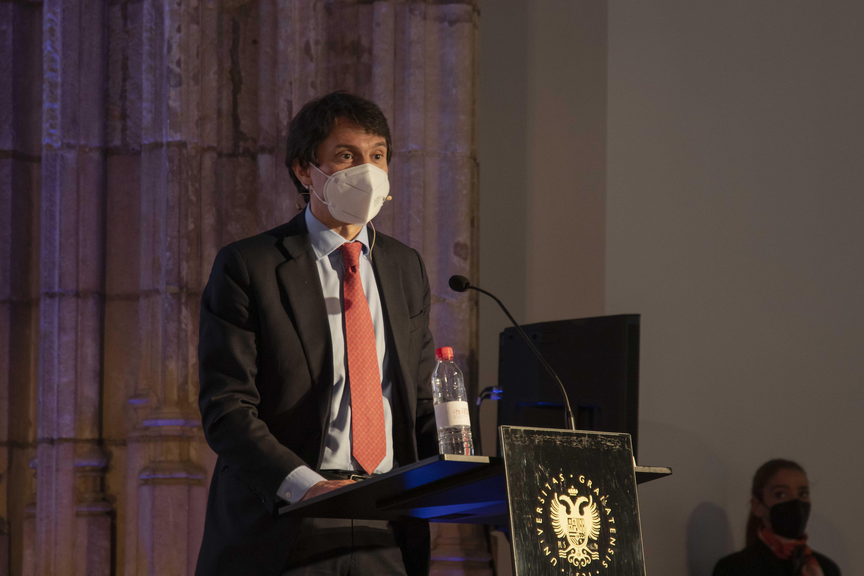 """El presidente de Farmaindustria analiza los retos del sector en el ciclo """"Diálogos con la Sociedad"""" del Consejo Social de la UGR"""