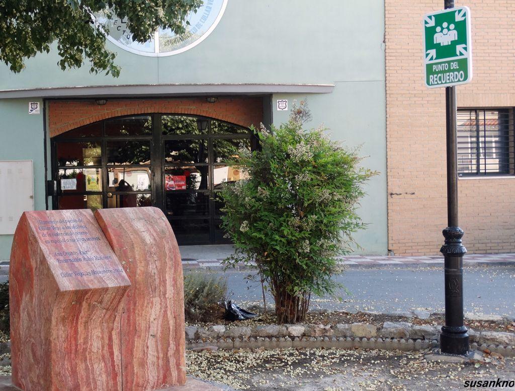 Cúllar Vega instala las señales de 'Prohibido olvidar' y 'Punto del recuerdo' en el monolito en homenaje a Ana Orantes y Encarnación Rubio