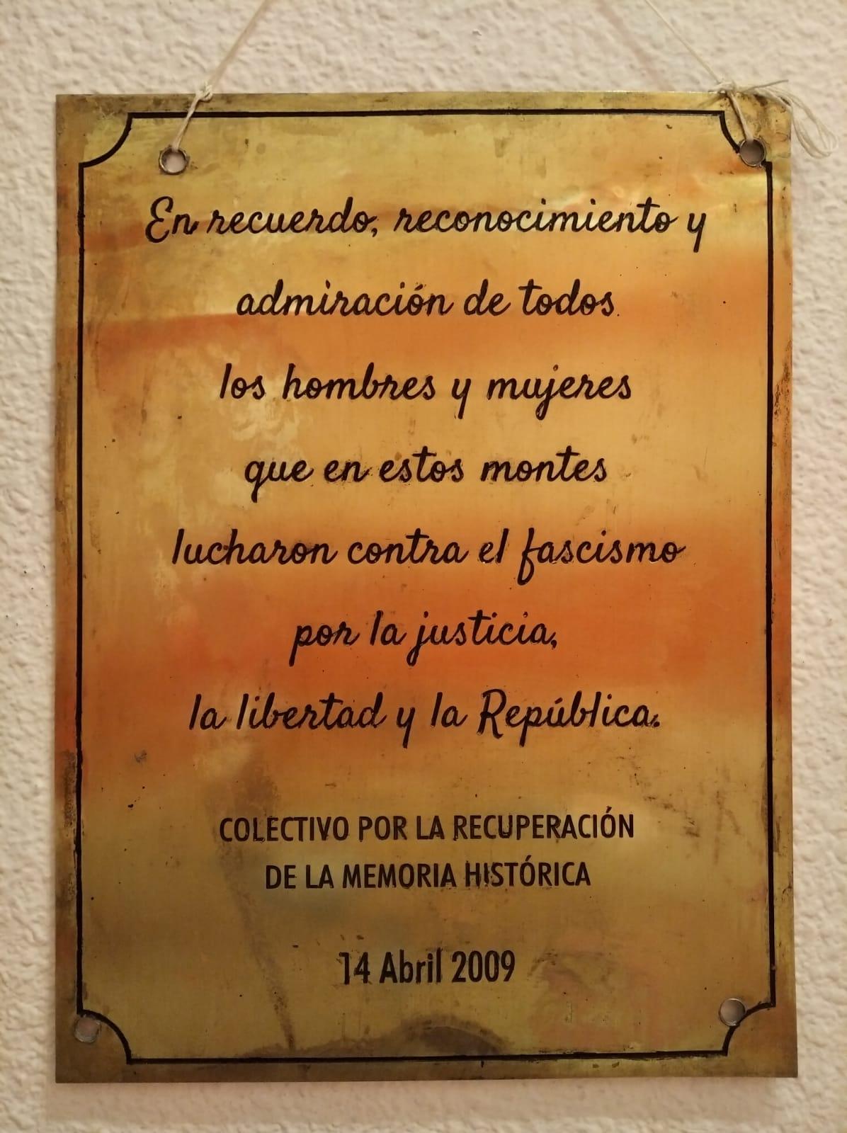 IU coloca en la Sierra de Moclín una placa en conmemoración a los maquis de Granada