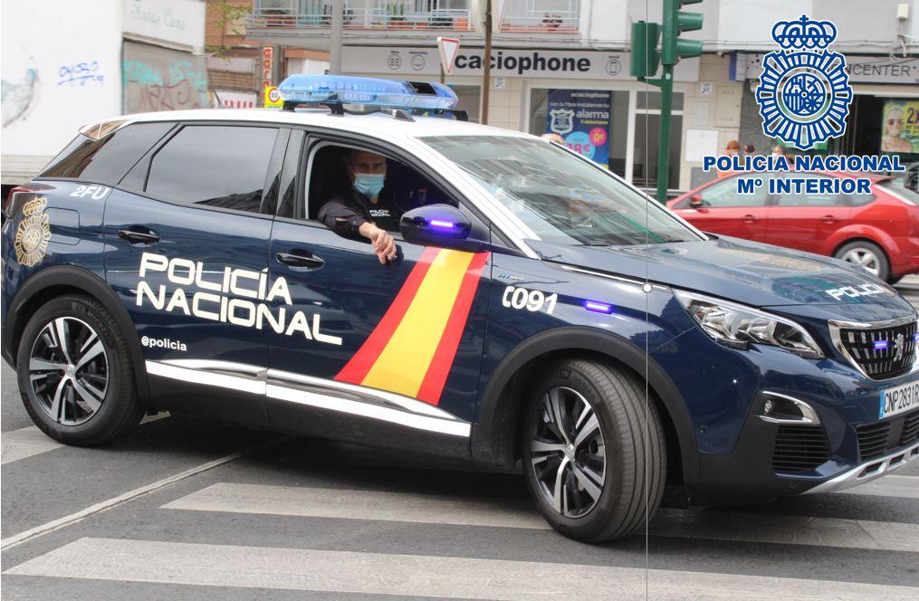 Detienen a una mujer tras ser sorprendida traficando con hachís y le intervienen 1.700 euros en billetes