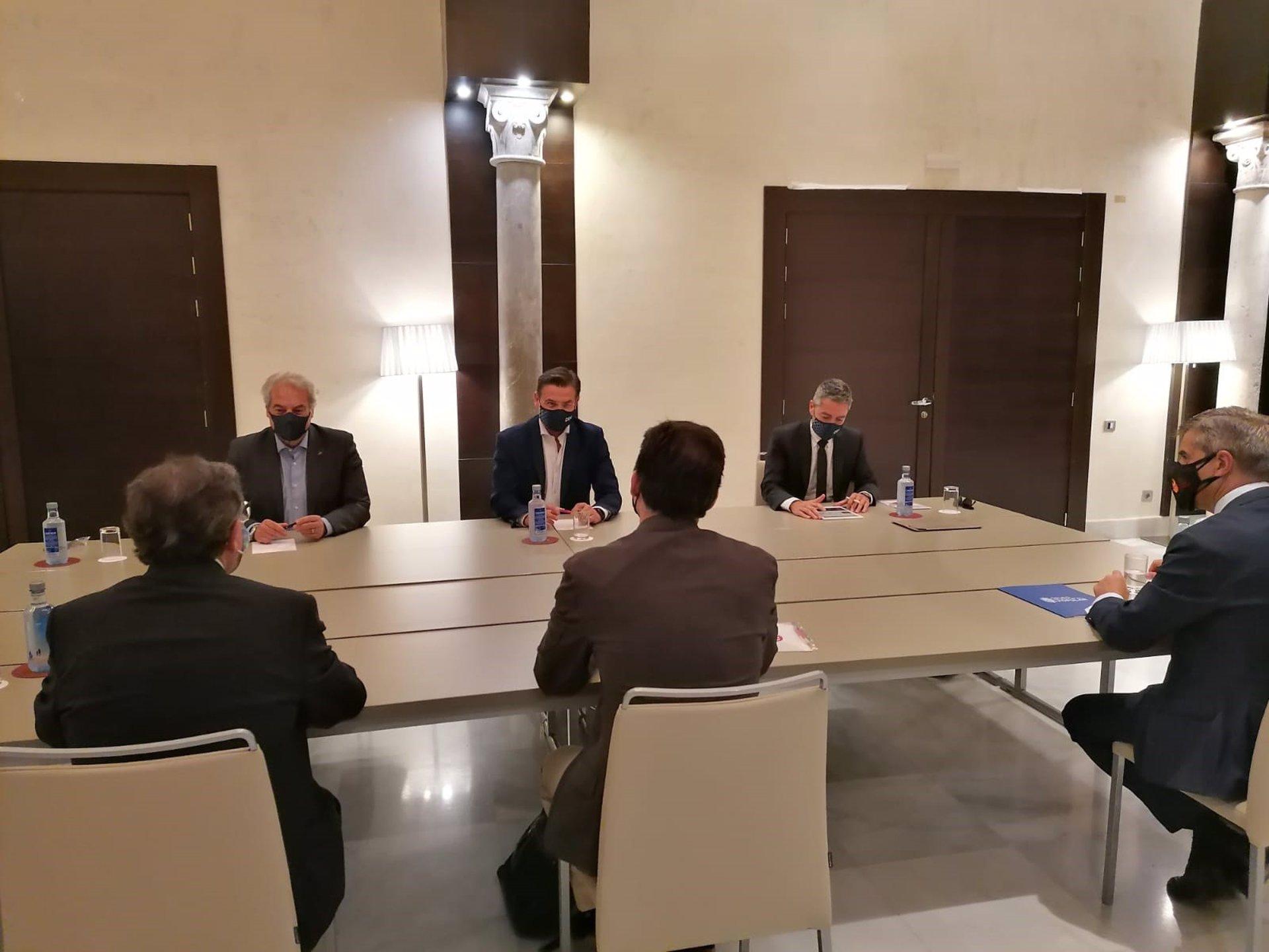 El PP traslada a Salvador su petición para que dé un paso al lado en una reunión conjunta