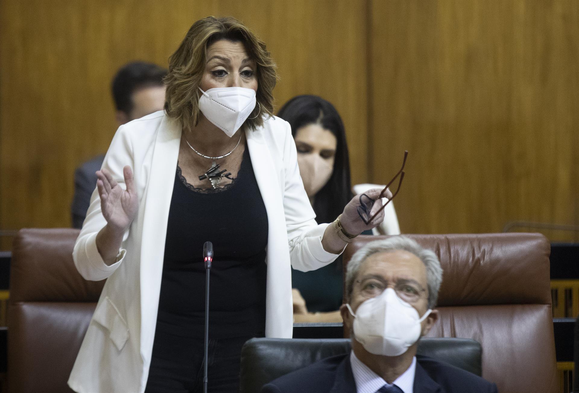 Susana Díaz afea a Moreno que no muestre el informe del comité de expertos que justifique abrir discotecas