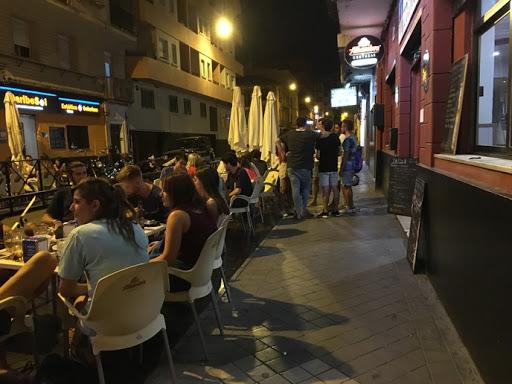 Andalucía elimina toque de queda, amplía el horario de hostelería hasta las 00,00 horas y reabre discotecas
