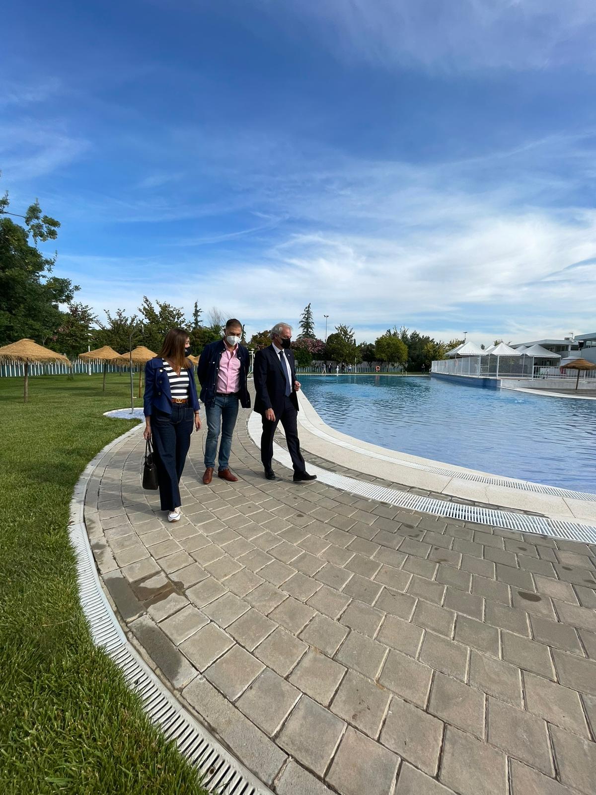 La piscina municipal de Almanjáyar mejora sus instalaciones para el inicio de la temporada de verano