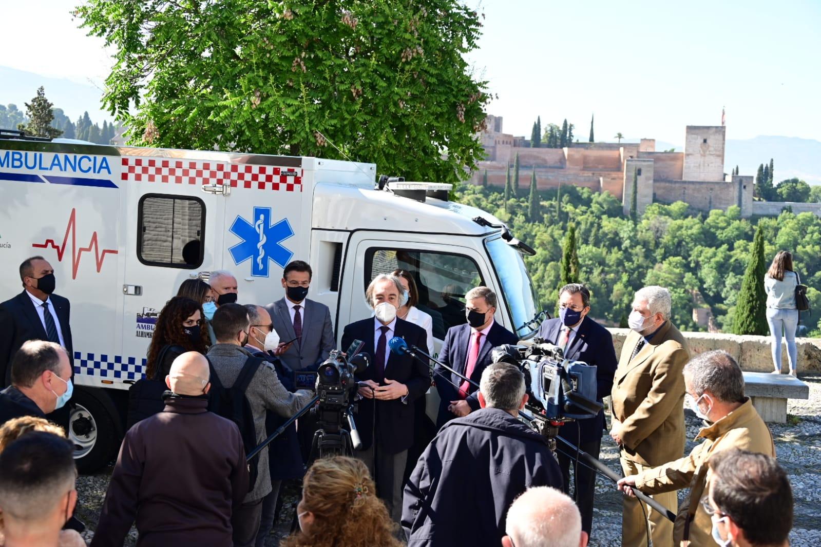 Empieza a funcionar un servicio de ambulancia especial para cubrir a los barrios históricos del Albaicín y Realejo