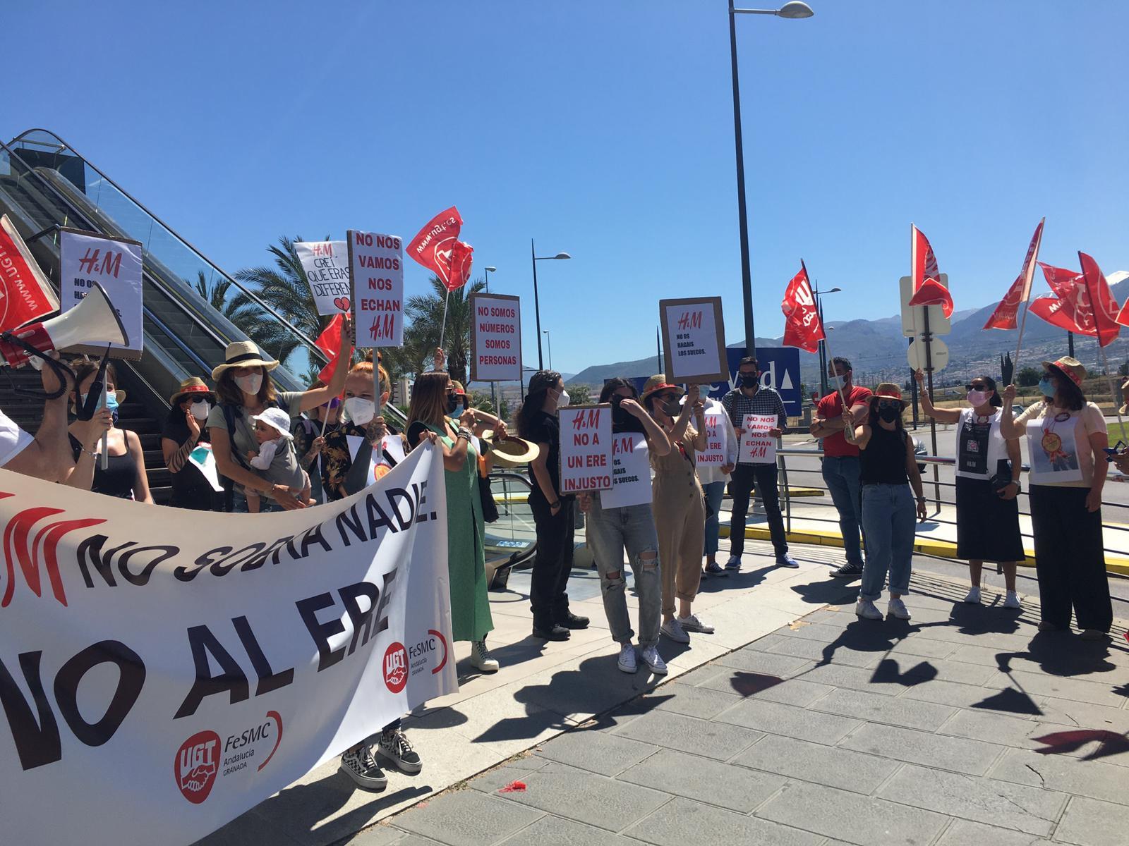 """UGT exige aH&M que desista del ERE """"salvaje"""" planteado por la empresa"""
