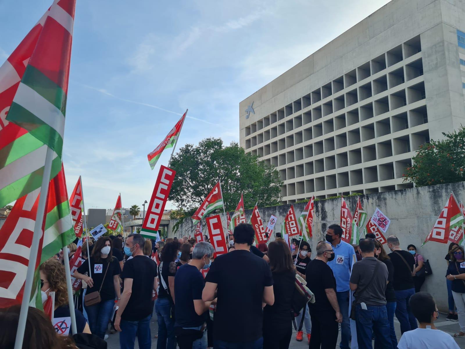 Los Sindicatos de CaixaBank convocan paros el 2 de junio, para exigir mejoras en las condiciones del ERE