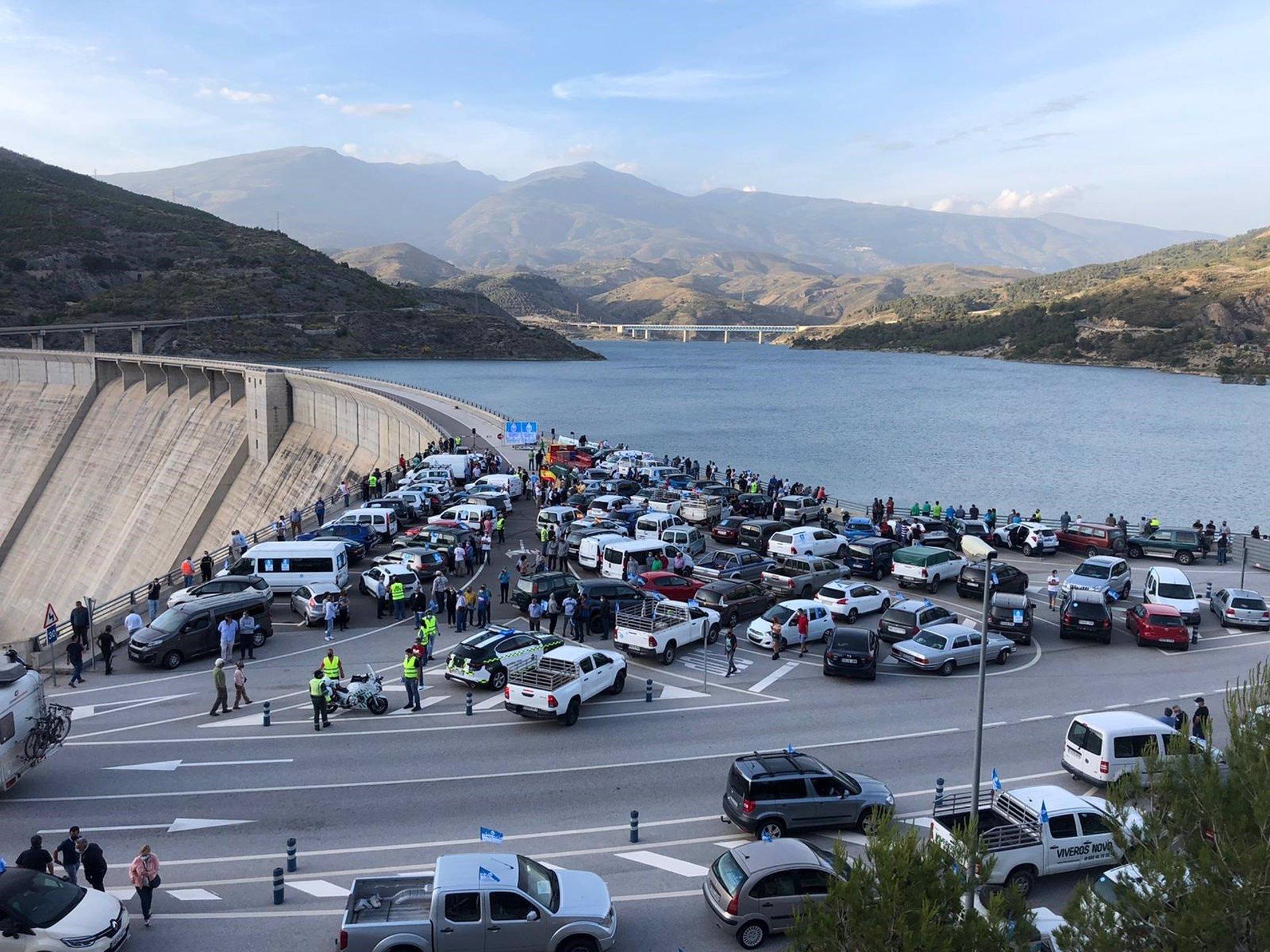 El PP se suma a la protesta para reclamar la terminación de Béznar-Rules