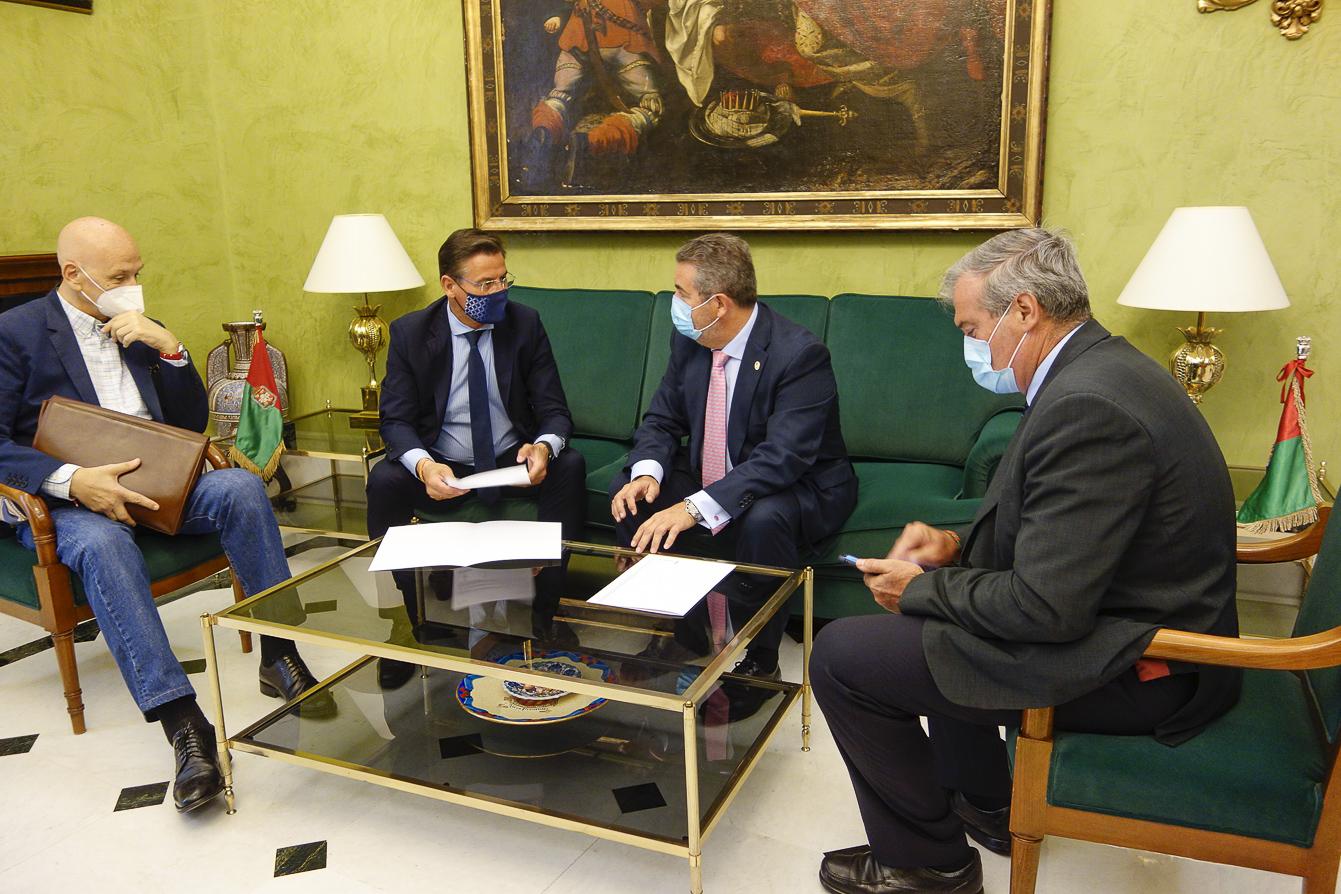 El alcalde recibe al Presidente de la Asociación Española Contra el Cáncer en el Día Mundial Sin Tabaco
