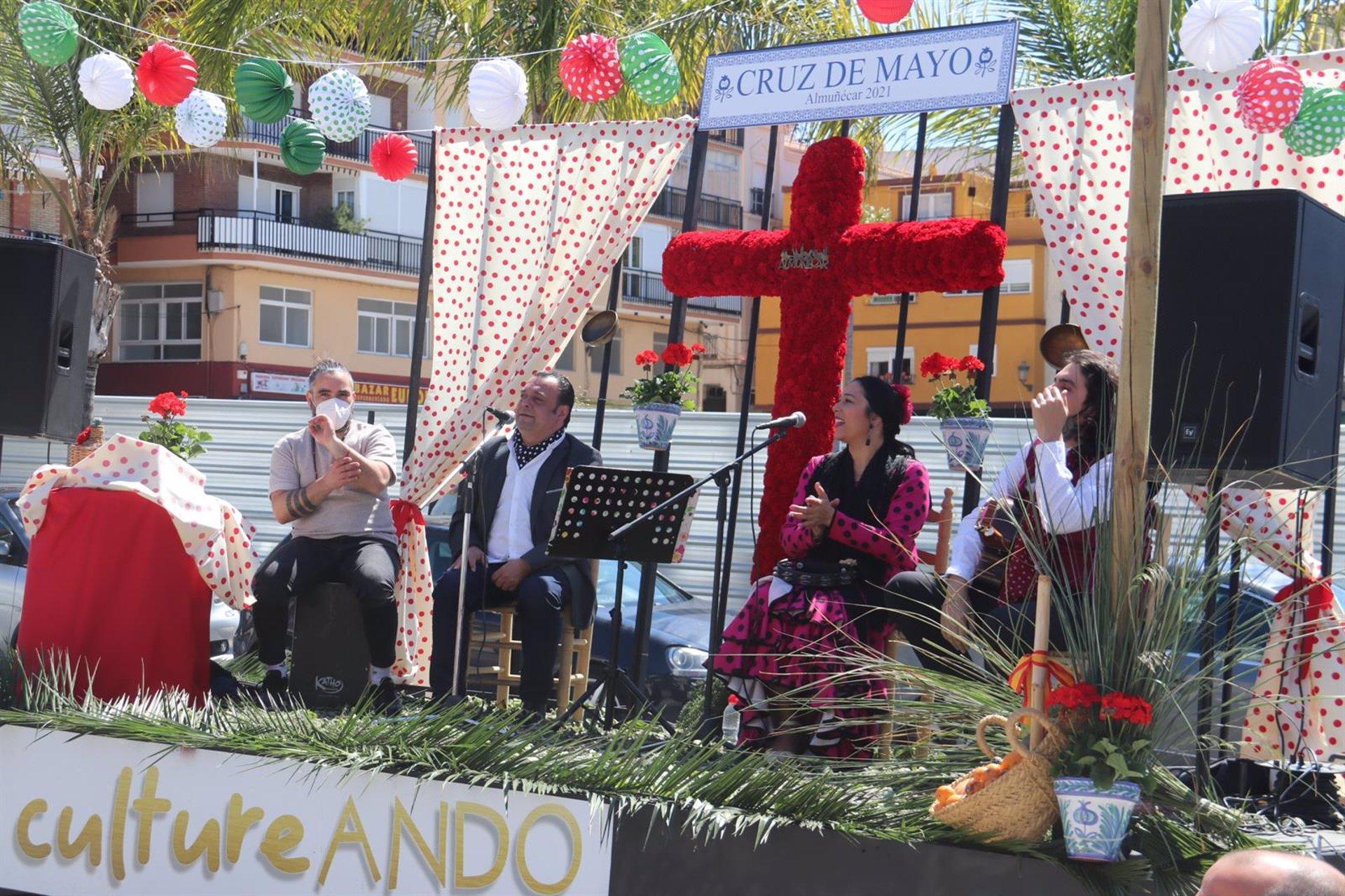 Almuñécar pasea una Cruz itinerante para animar las plazas del municipio este fin de semana