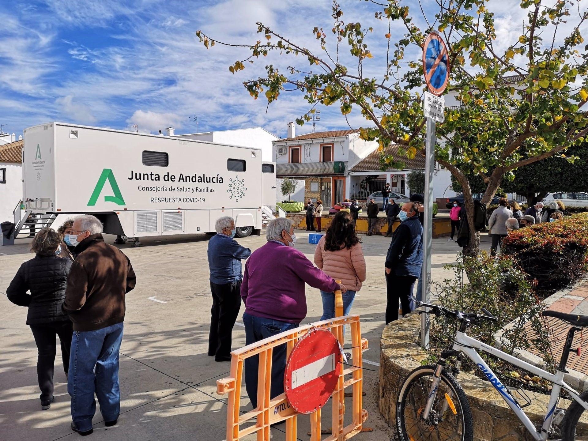 Granada es la provincia con más hospitalizados, con 352 y también con más pacientes en UCI, con 96