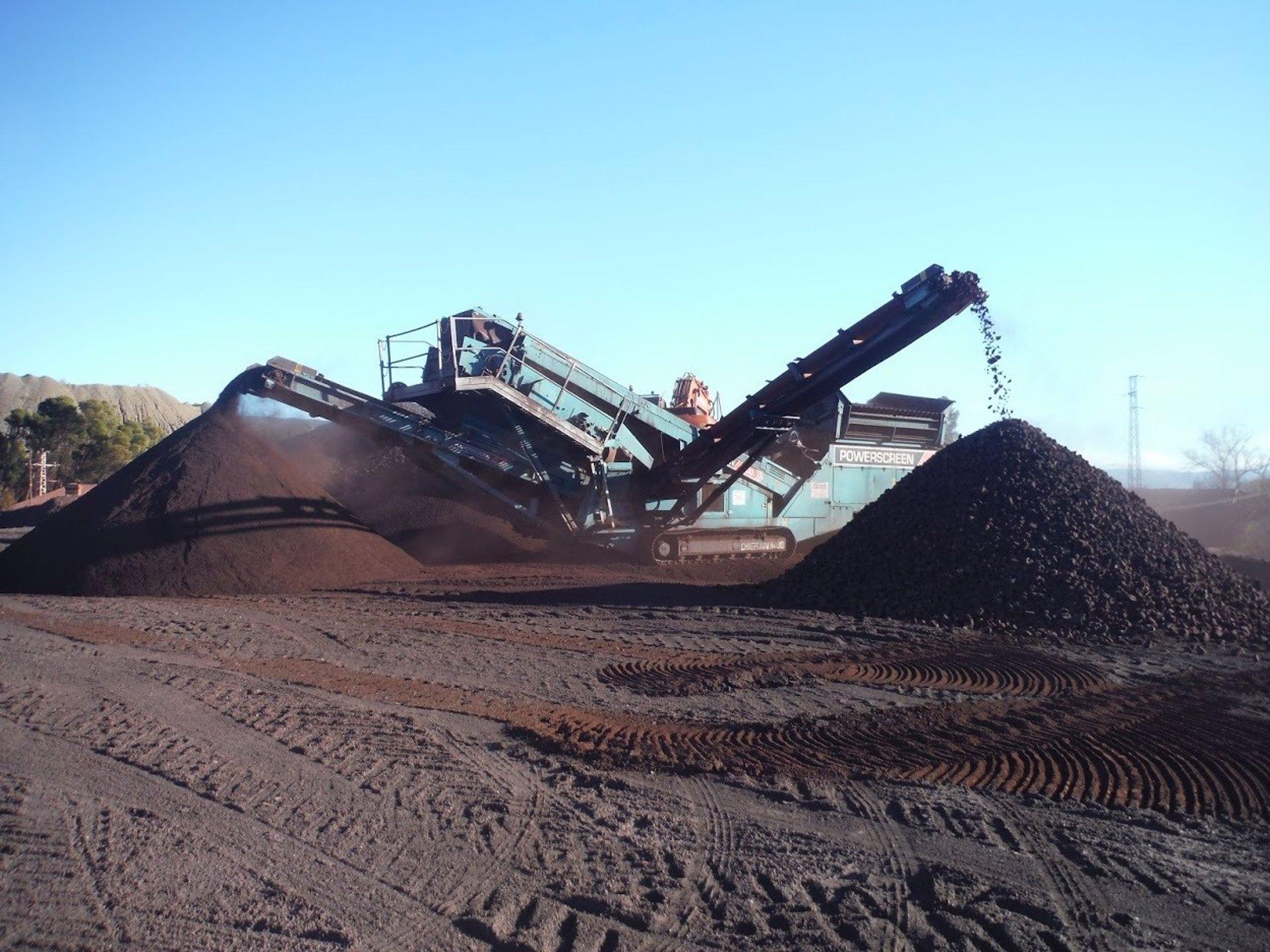 Minas de Alquife prepara la exportación de sus primeras 30.000 toneladas de hierro desde Málaga