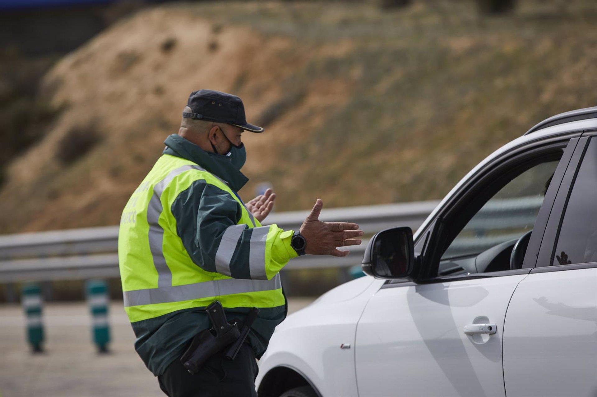 Muere una persona y otra resulta herida al salirse de la calzada su vehículo en Guadahortuna