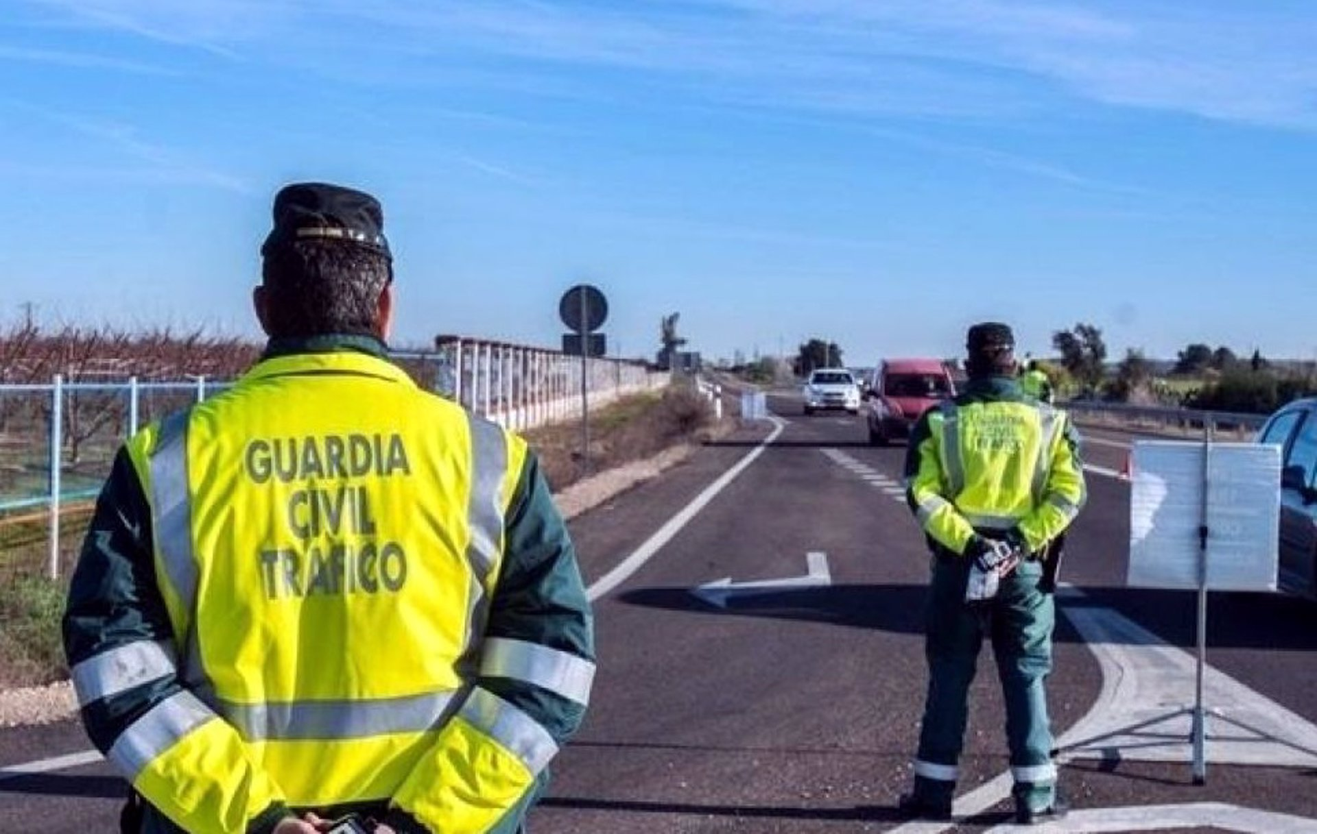 Dos investigados por tráfico de droga en un control de tráfico en Huétor Vega