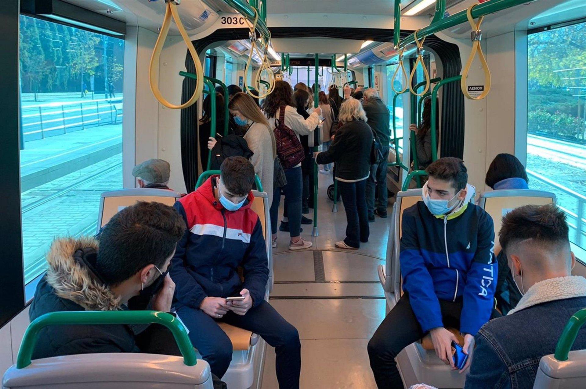 El Metro recupera el horario de los fines de semana hasta las 2 de la madrugada tras el fin del toque de queda