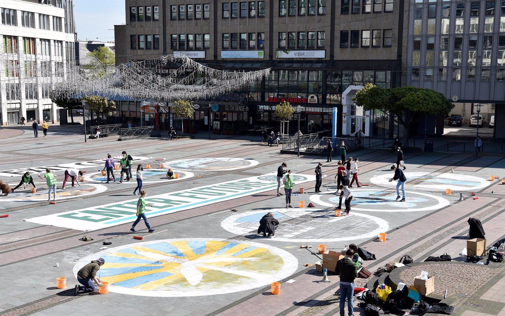 Organizaciones sociales piden anular unas multas de 750 euros por pintadas con tiza contra el cambio climático