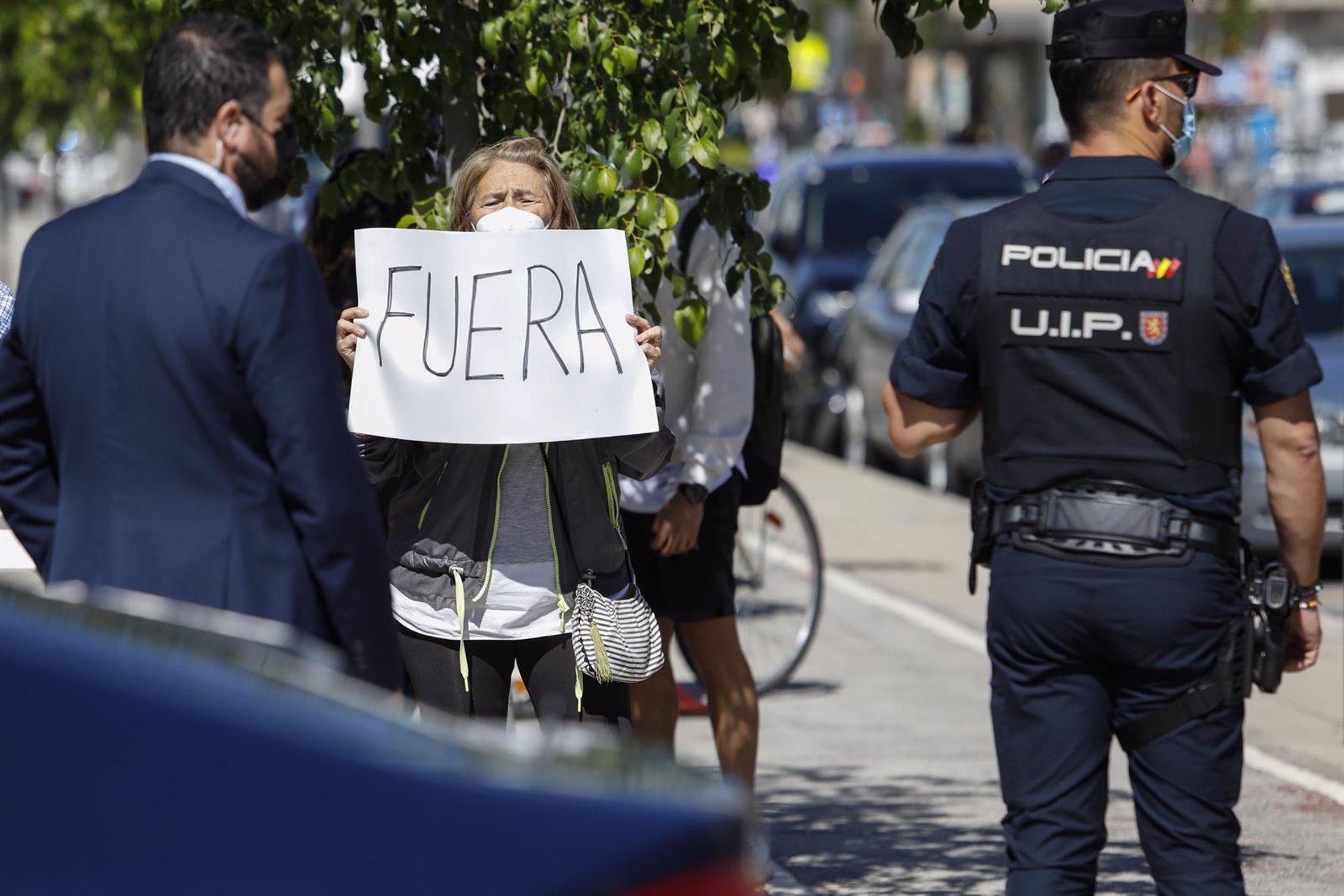 Un grupo de camareras de piso reivindican sus derechos laborales coincidiendo con la visita de Sánchez