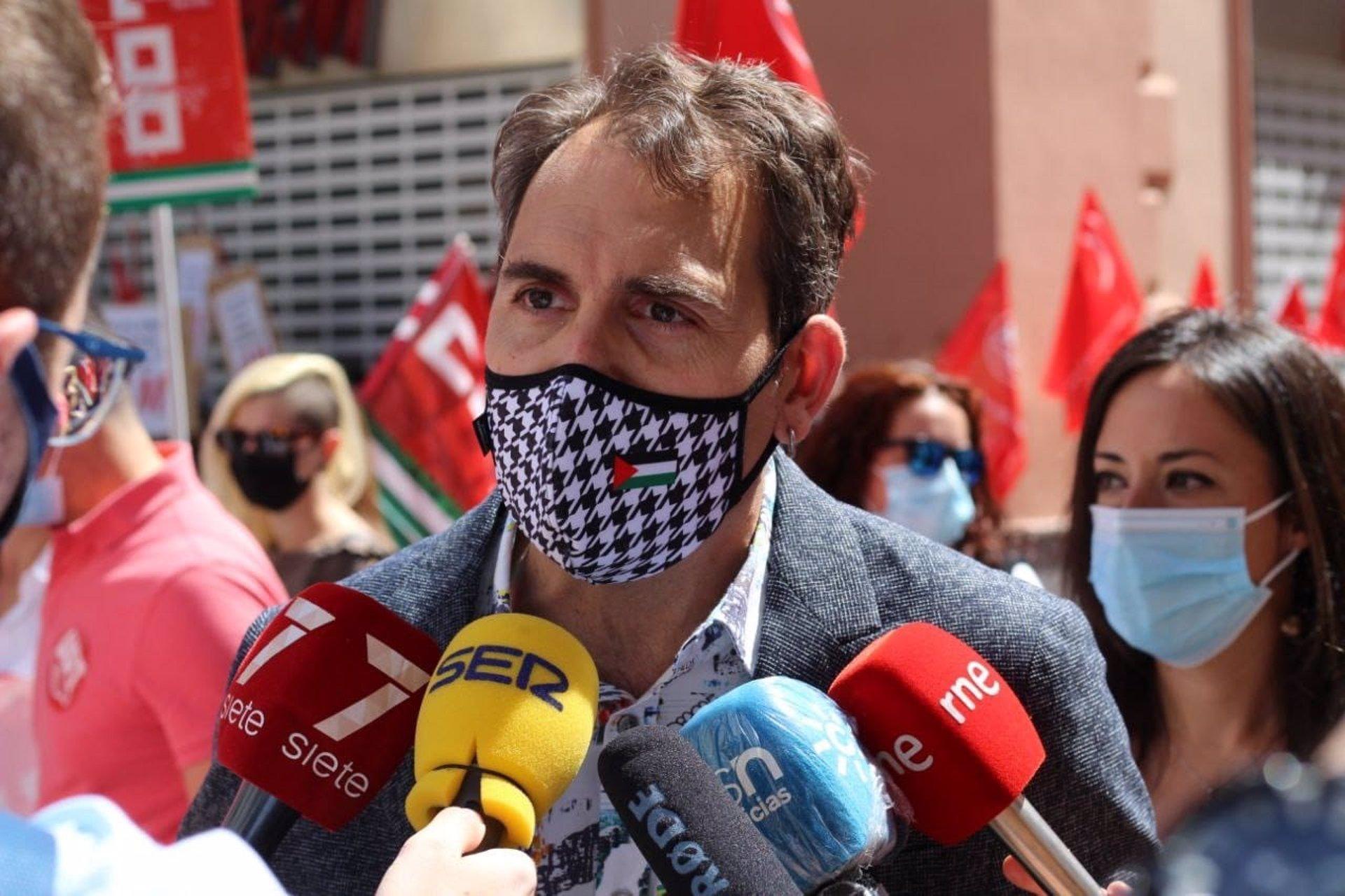 Valero (IU) pide a Moreno «otro carril de confrontación» que no sea la pandemia y le ve como «dirigente incapaz»