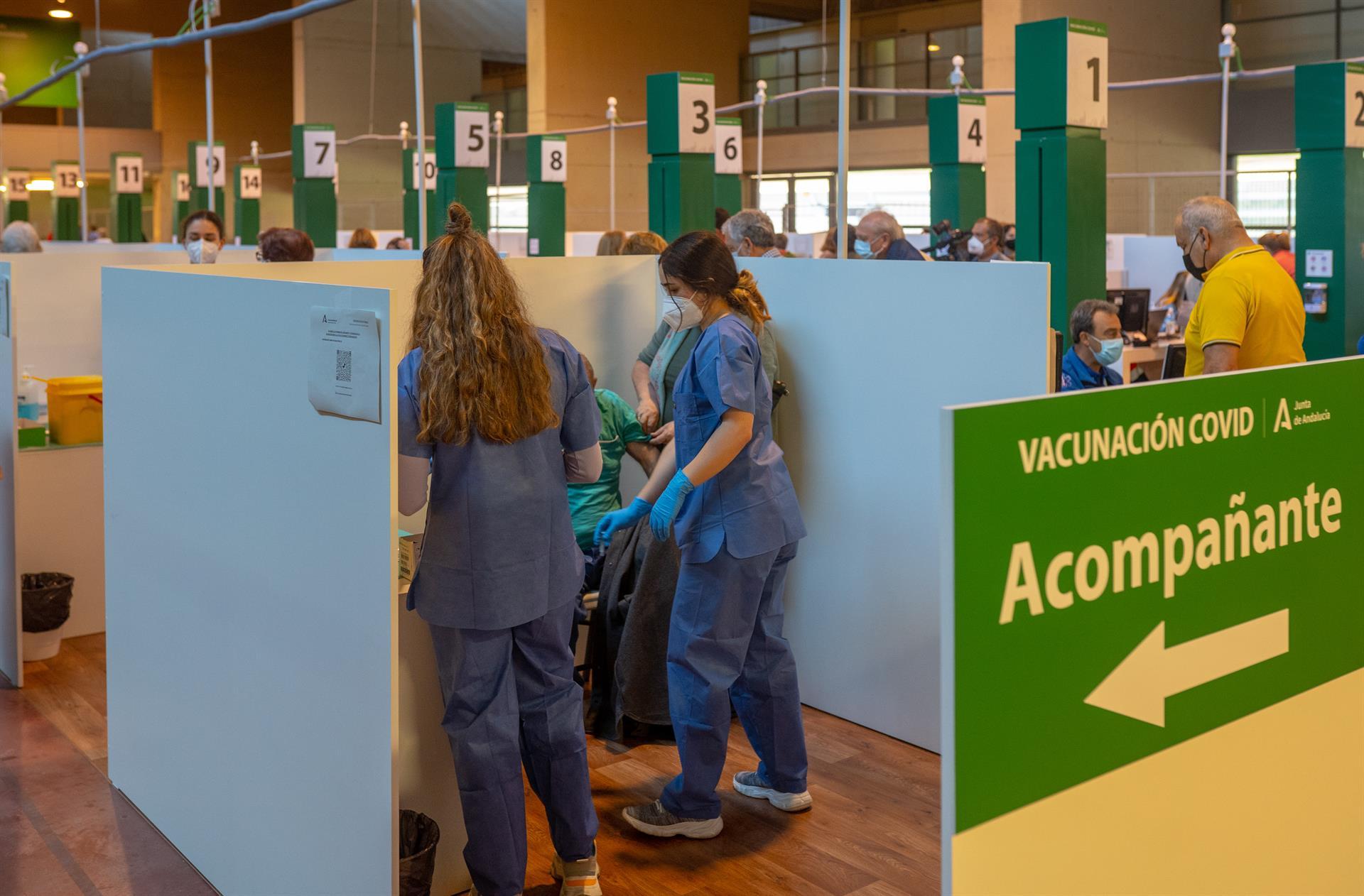 Andalucía tiene casi el 18% de mayores de 16 años con la vacuna completa y pone más de 86.190 dosis en un día