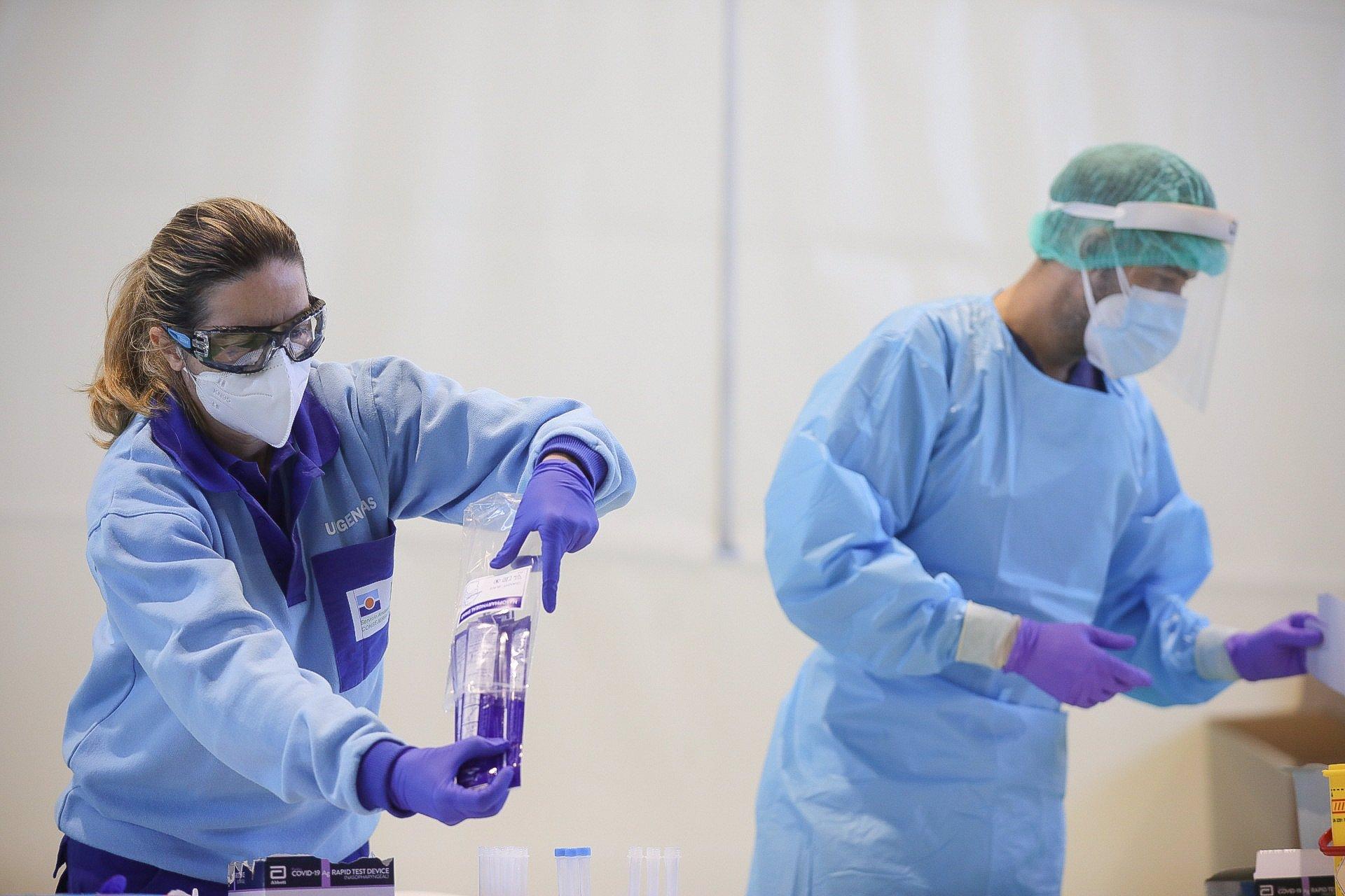 Granada sube los contagios a 363, registra un muerto y mantiene 223 personas hospitalizadas, 65 en UCI