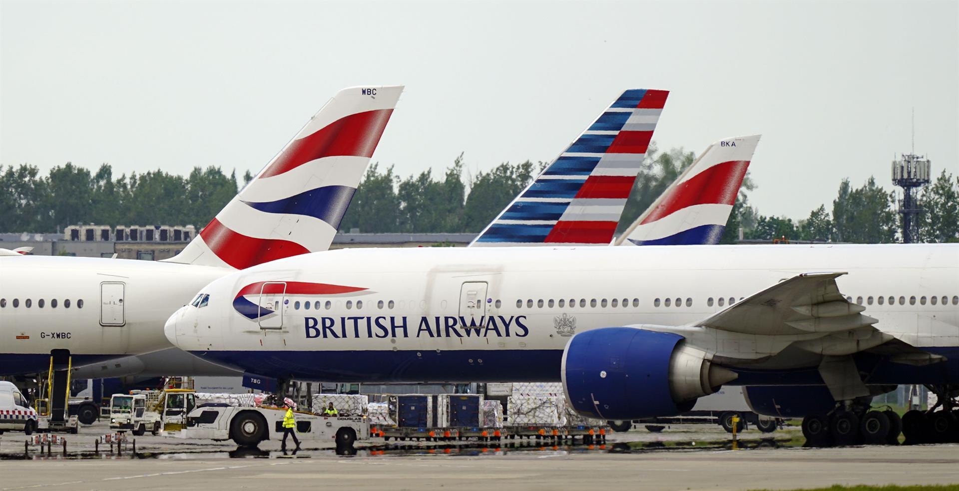 Reino Unido apela al «sentido común» para desaconsejar los viajes a países como España