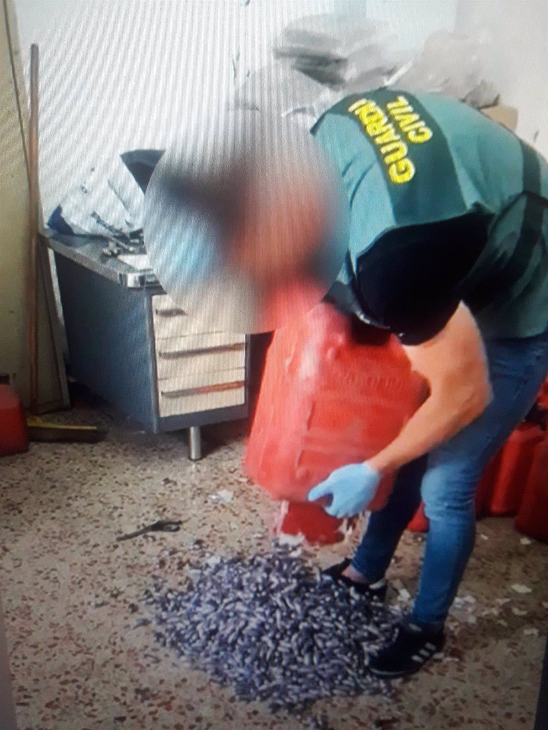 Siete detenidos tras ser sorprendidos desembarcando 800 kilos de hachís en la costa de Granada
