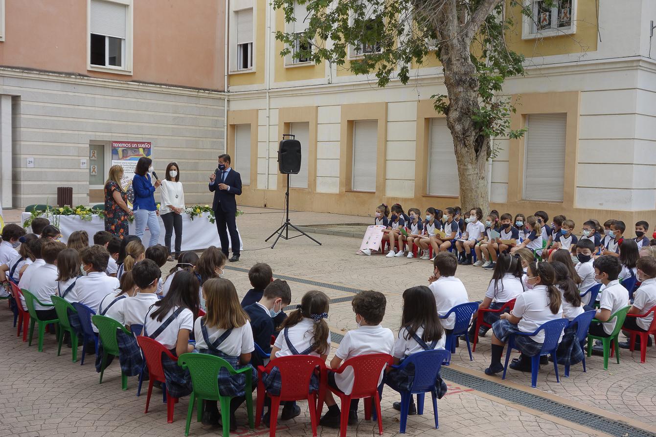 Escolares del colegio Sagrado Corazón presentan al alcalde sus ideas para una Granada mejor