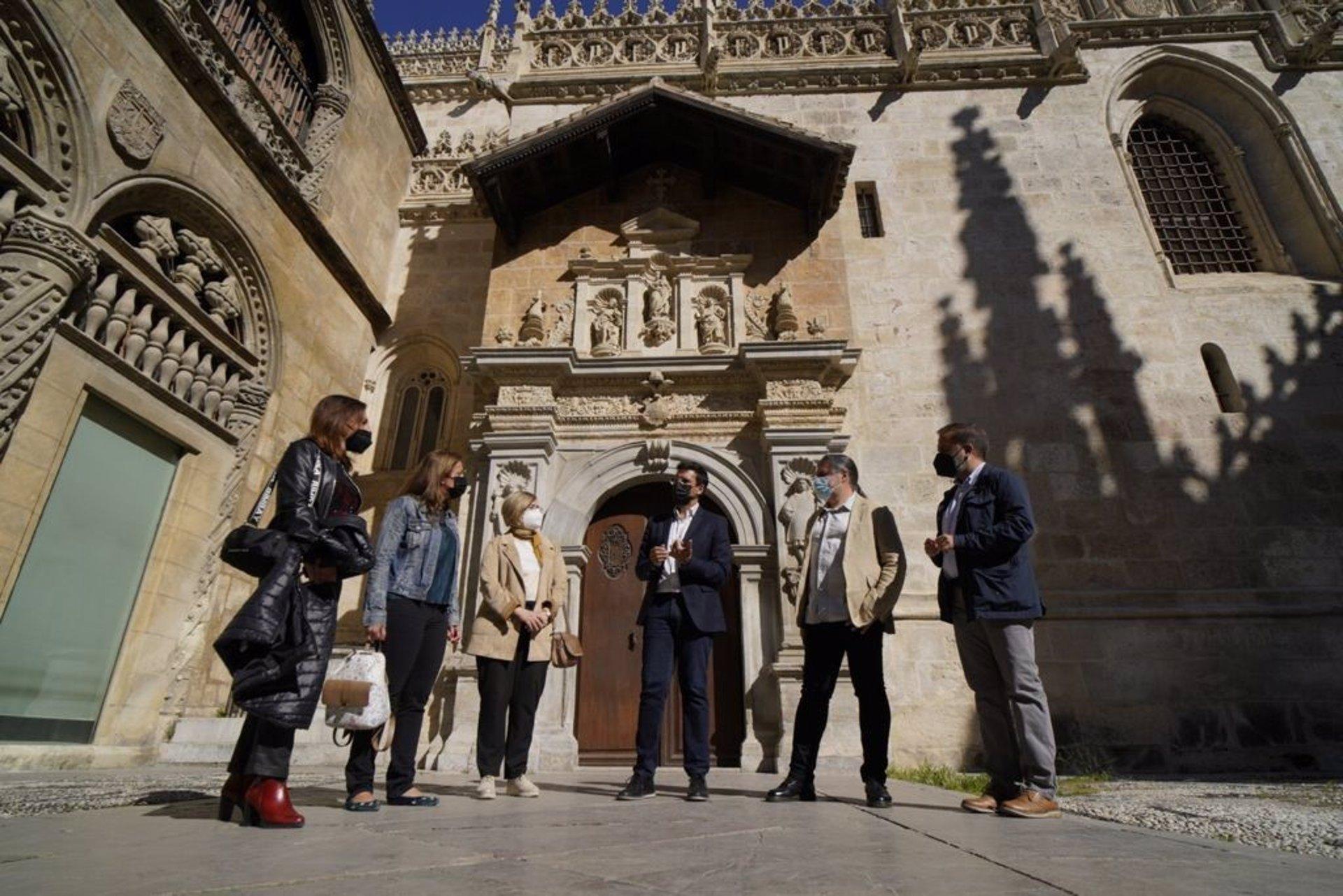 El PSOE pide a la Junta que modifique el decreto de ayudas al turismo para acoger a los guías turísticos