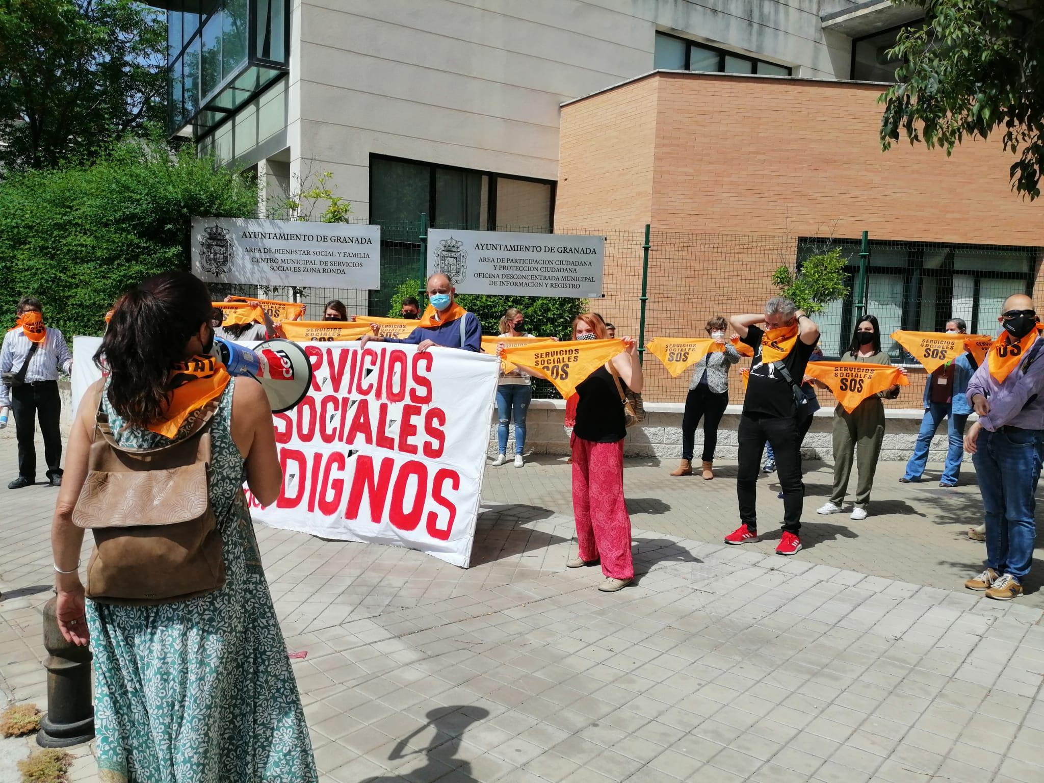 Nueva concentración de los trabajadores del área de Derechos Sociales contra la gestión del servicio