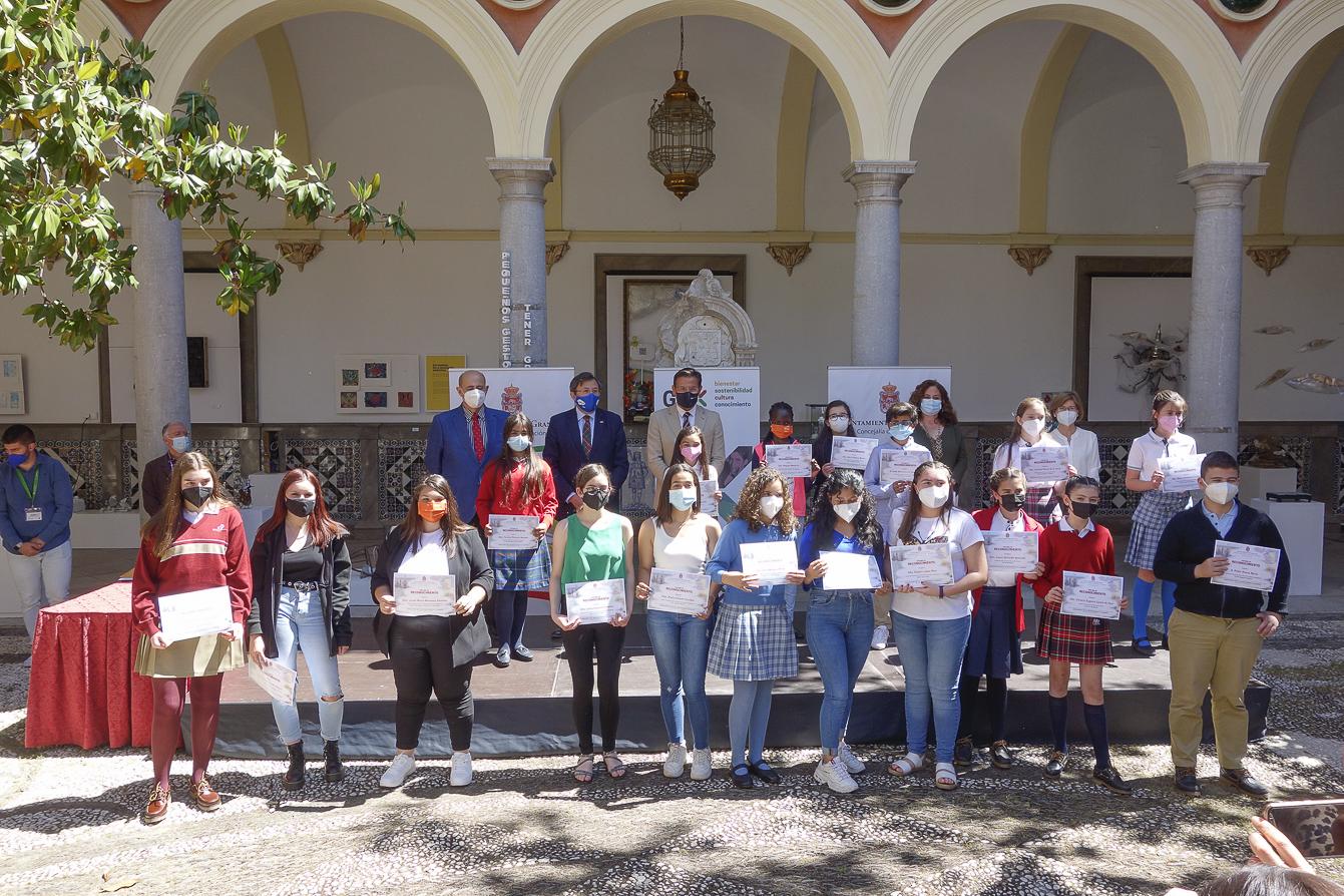 El Ayuntamiento reconoce «el esfuerzo, trabajo y trayectoria» de estudiantes de primaria y ESO