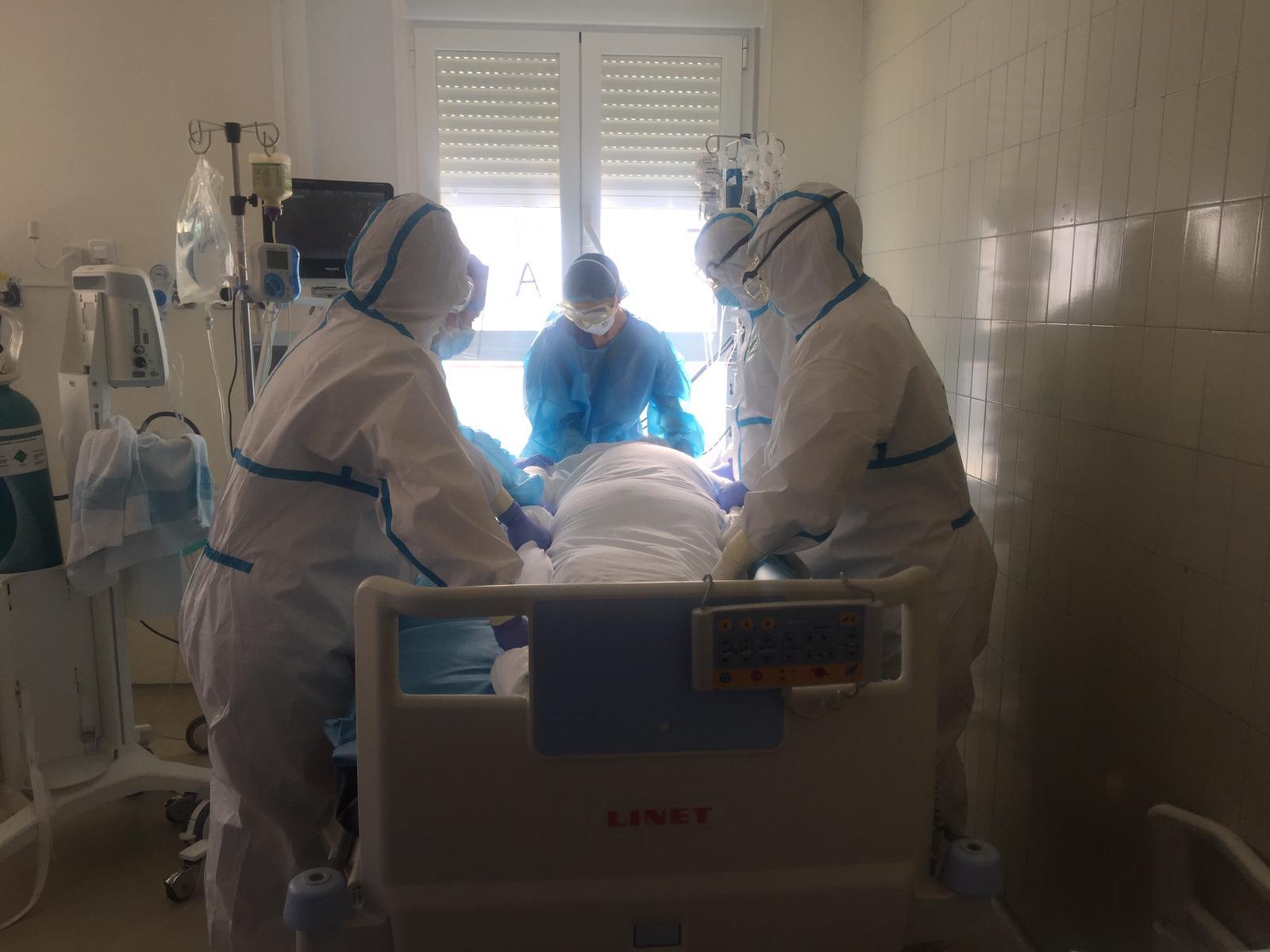 Investigadores de la UGR analizan los efectos que provoca pronar a los pacientes con COVID-19 sometidos a ventilación mecánica en la UCI