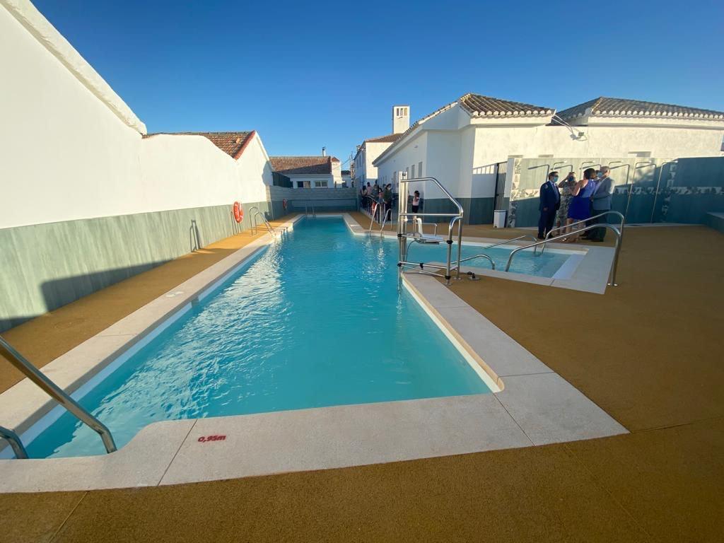 Agrón estrena piscina municipal