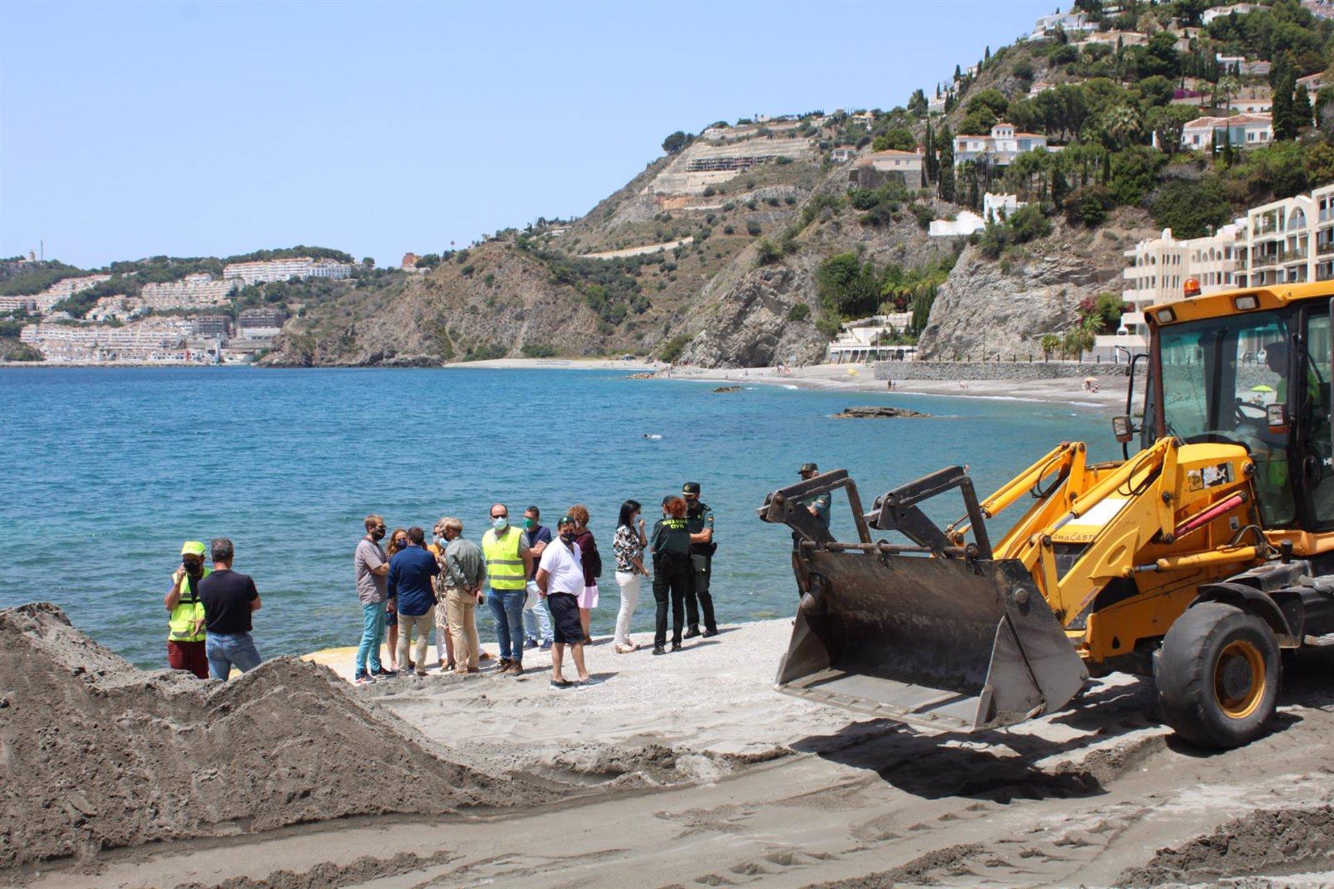 Costas inicia actuaciones de mantenimiento en las playas del litoral