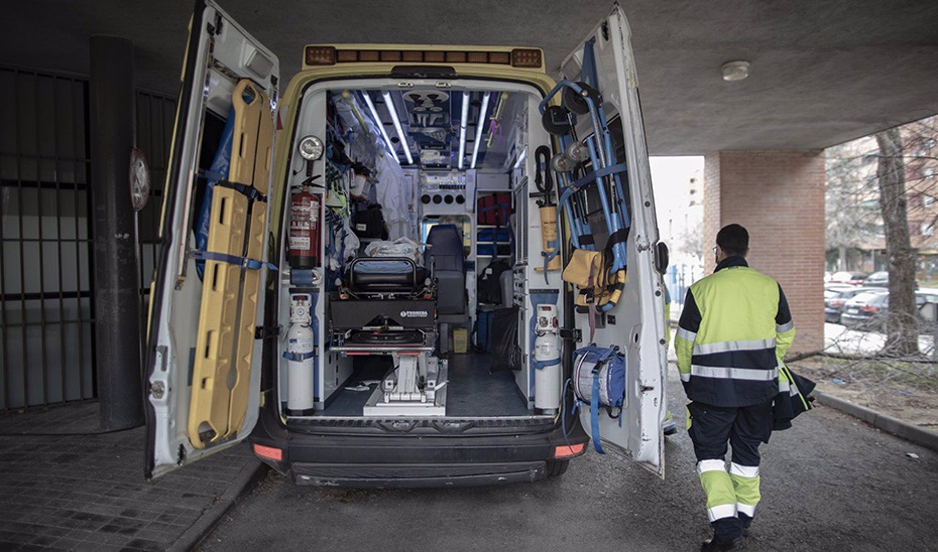 Herido un trabajador tras caerse desde una escalera en una nave de Alhendín