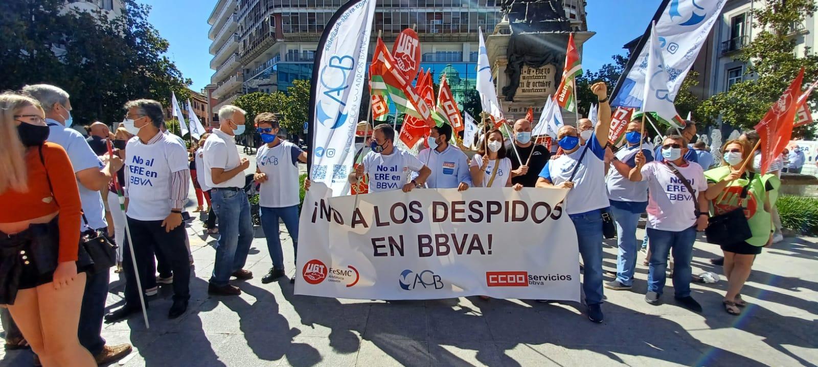 Empleados de banca participan en huelga de 24 horas para protestar por los despidos en BBVA
