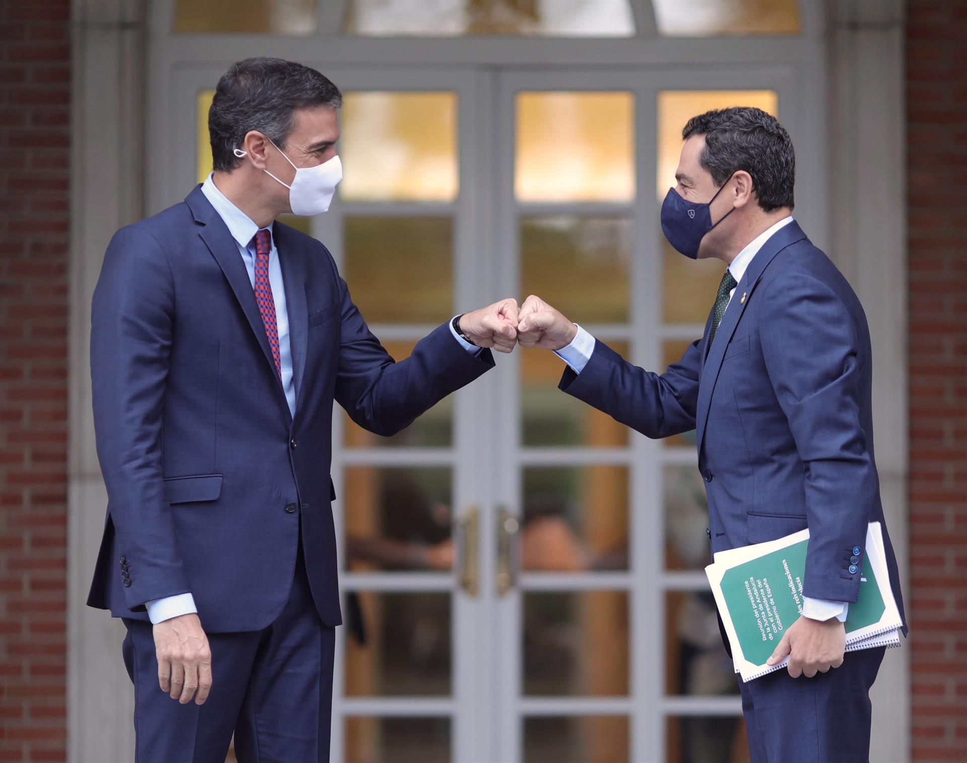 Moreno urge a Sánchez la mesa bilateral Estado-Andalucía y compensar un déficit de 10.835 millones en financiación