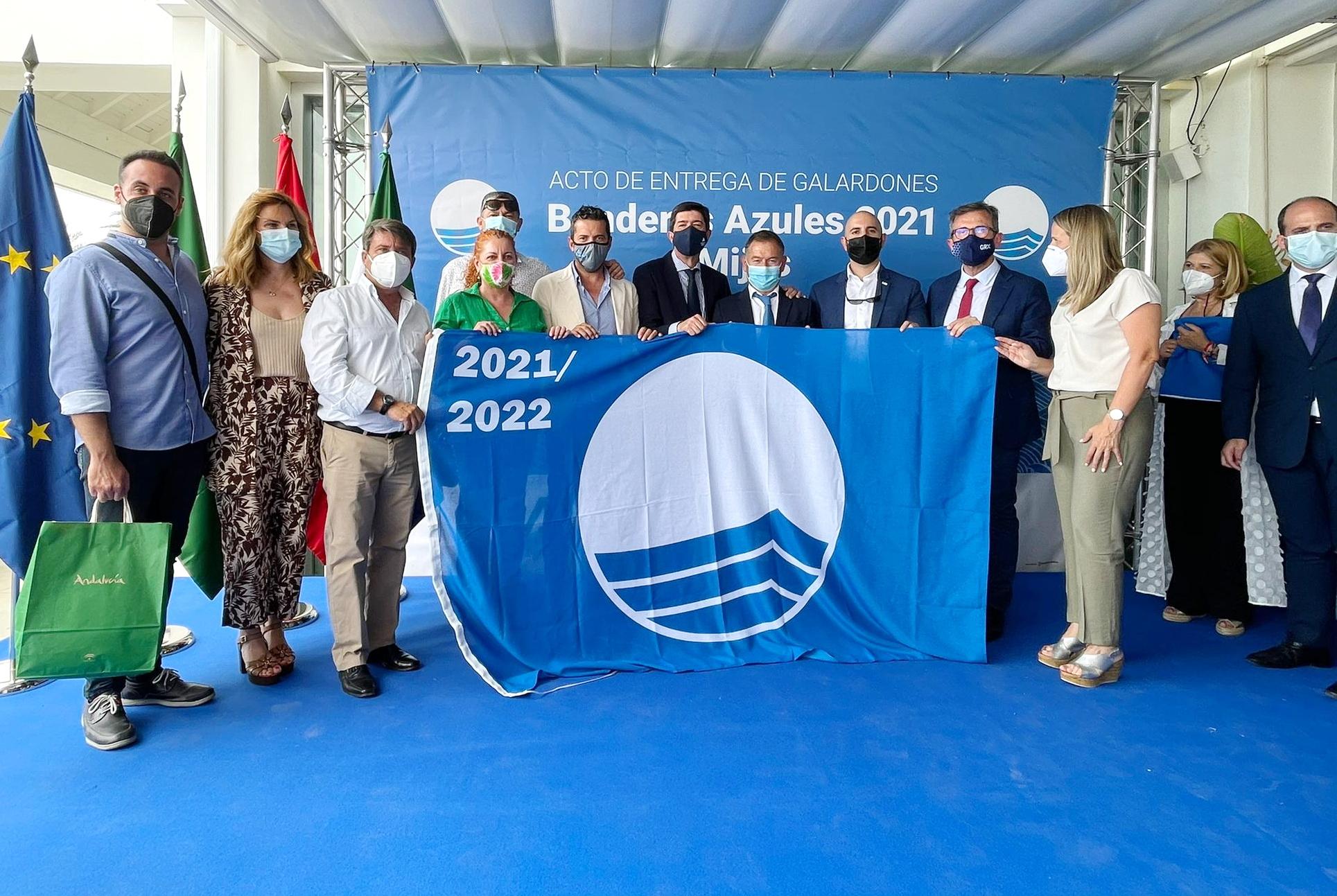 La Costa Tropical ya tiene las 11 Banderas Azules que ondearán en las playas de Granada