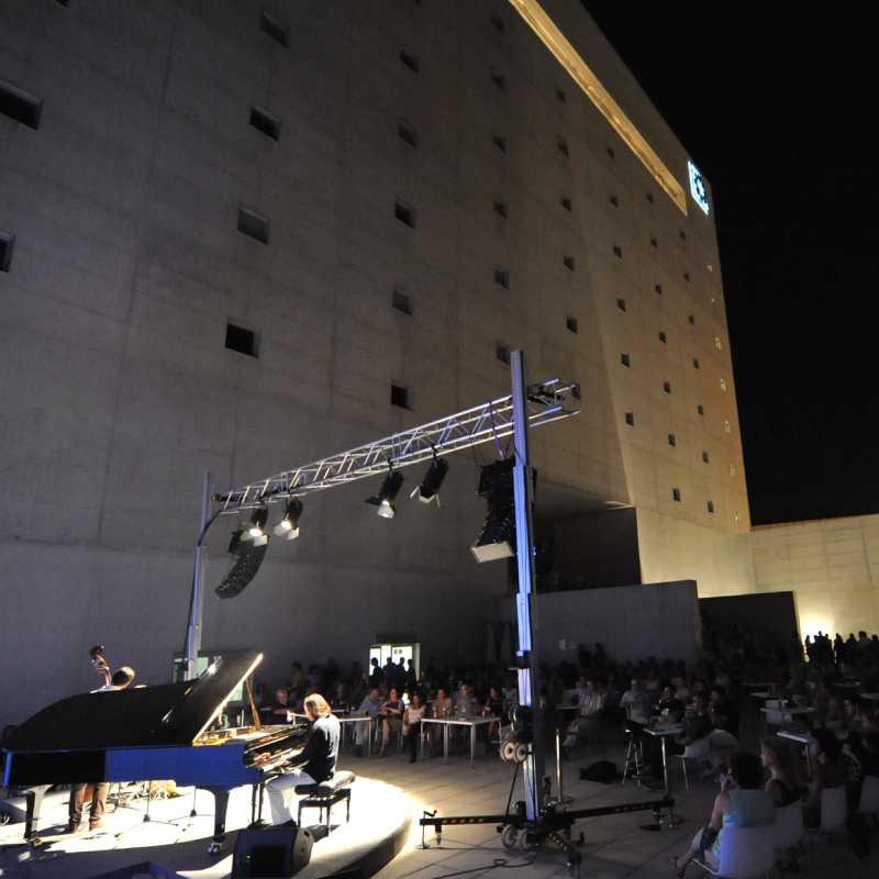 Vuelve el cine y el jazz en directo a la Plaza de las Culturas del Centro Cultural CajaGranada