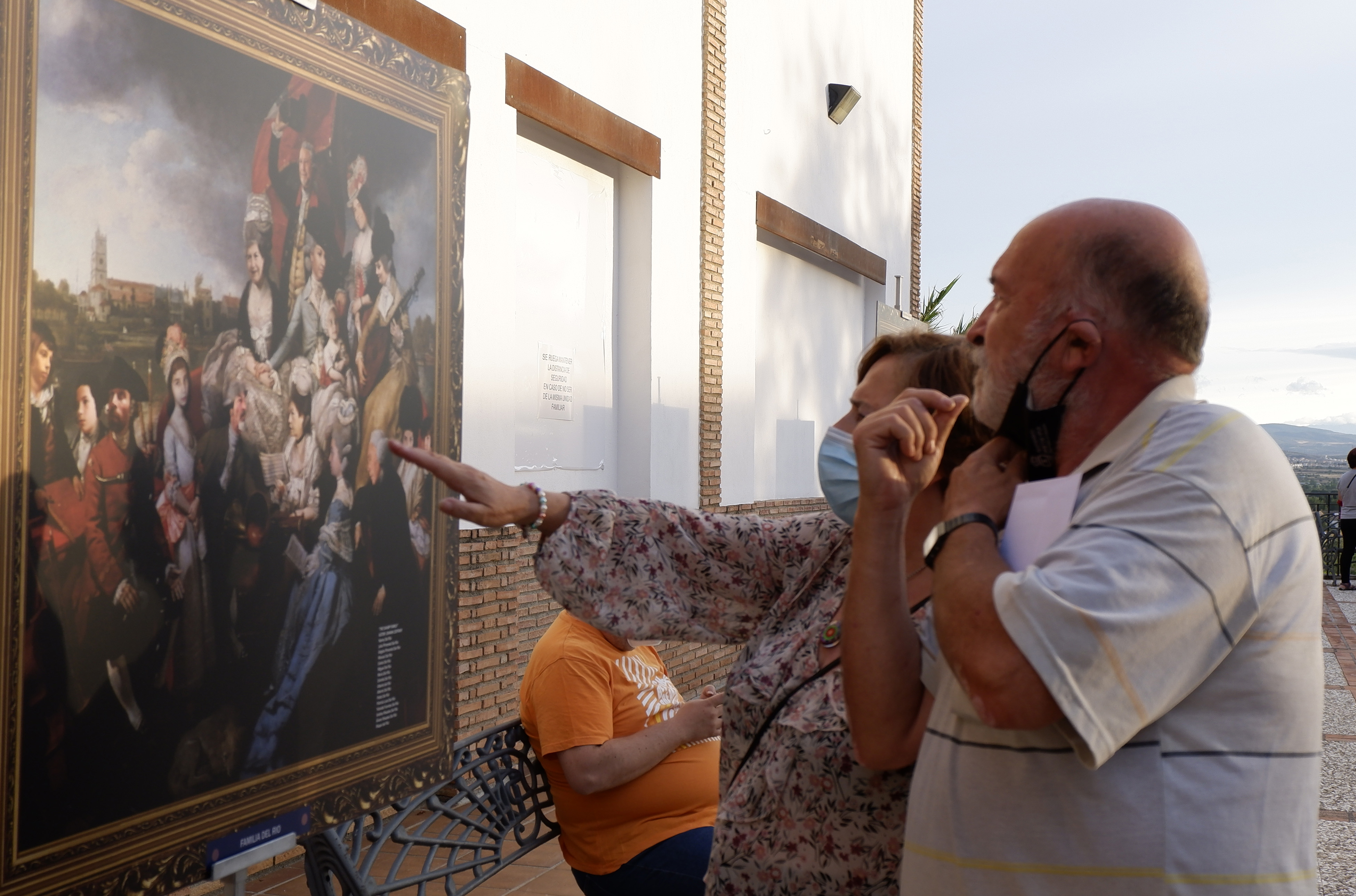 Veinte apellidos hueteños protagonizan una exposición con versiones de obras de la pintura universal