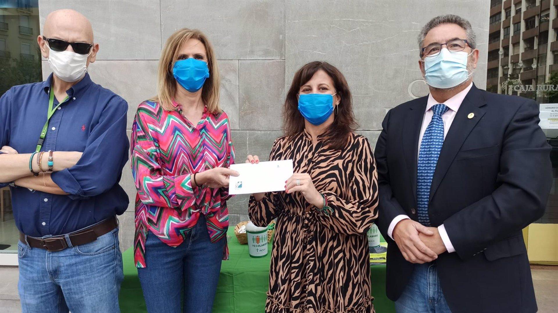Fundación Caja Rural dona 5.000 euros en la cuestación de la Asociación Española contra el Cáncer