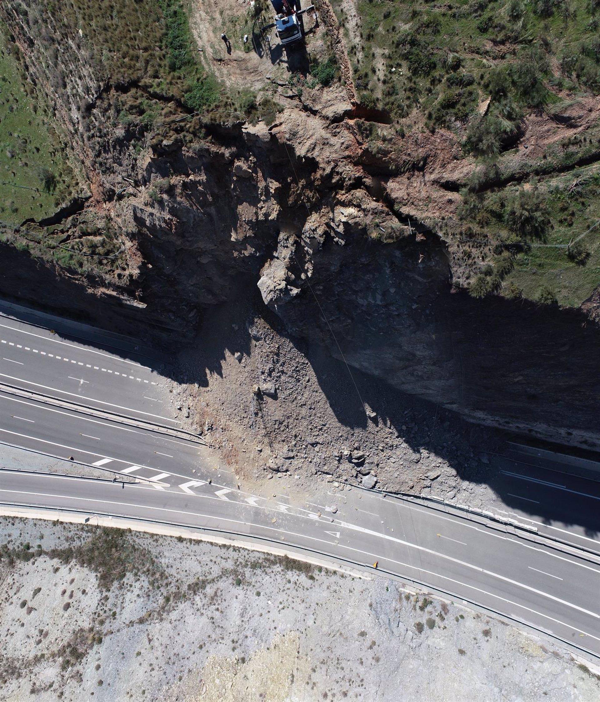 Restablecen el tráfico en la A-7 entre Carchuna y Castell tras el desprendimiento de marzo