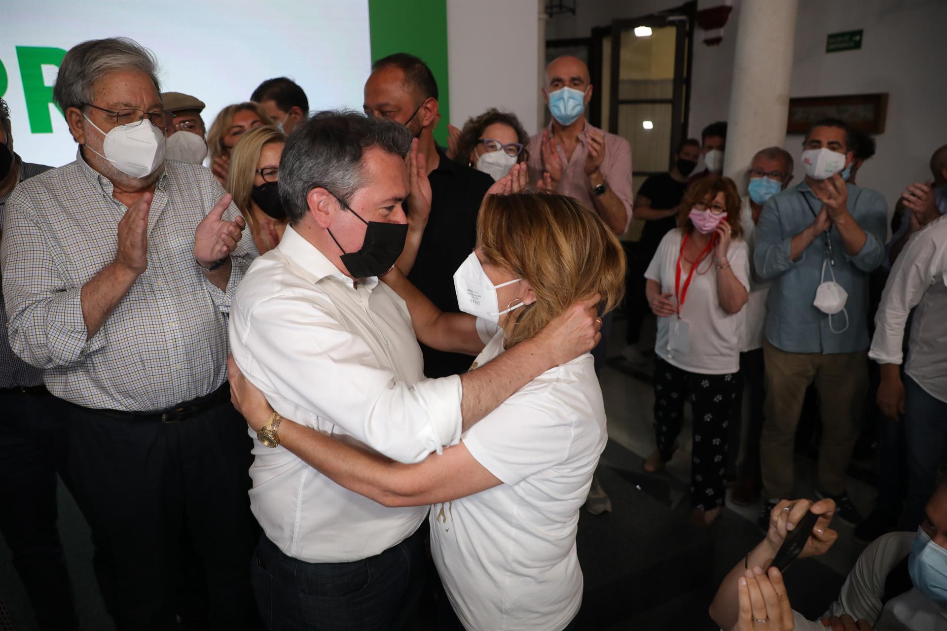 Espadas y Susana Díaz informan este lunes del fruto de sus conversaciones para agilizar la transición en el PSOE-A