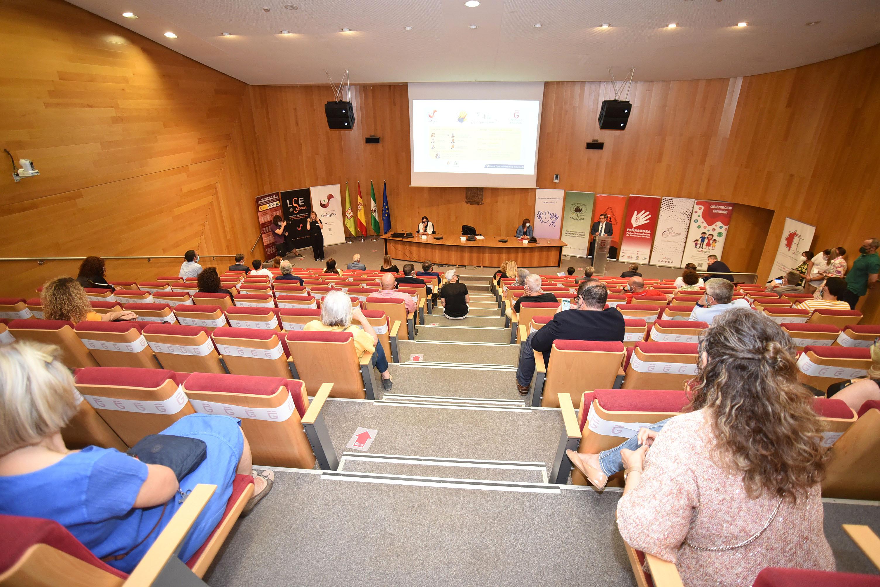 Las instituciones refuerzan su compromiso con las personas sordas en el Día Nacional de la Lengua de Signos Españolas