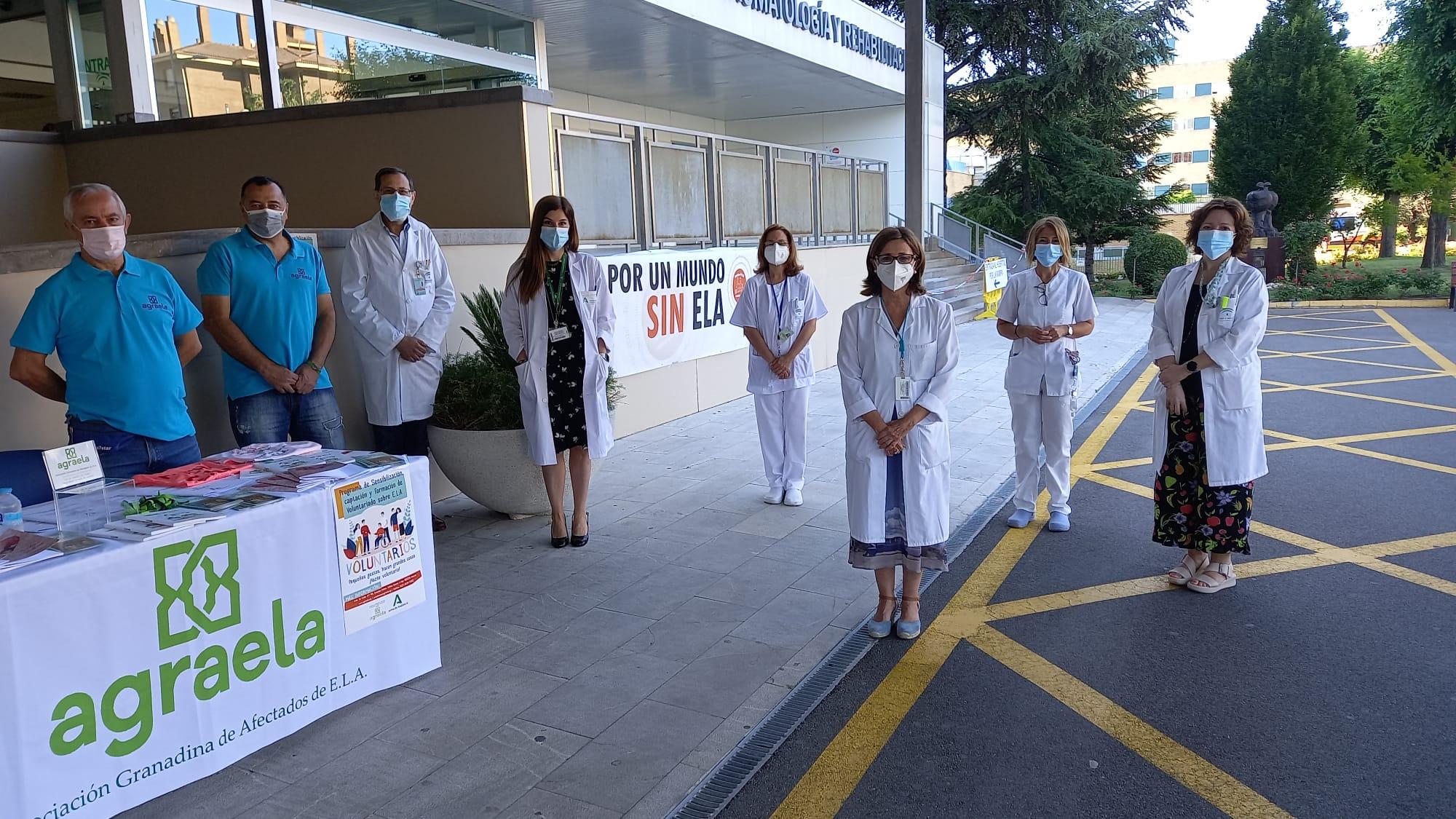 El Hospital Virgen de las Nieves atiende a pacientes con ELA con equipo especializado en un acto único