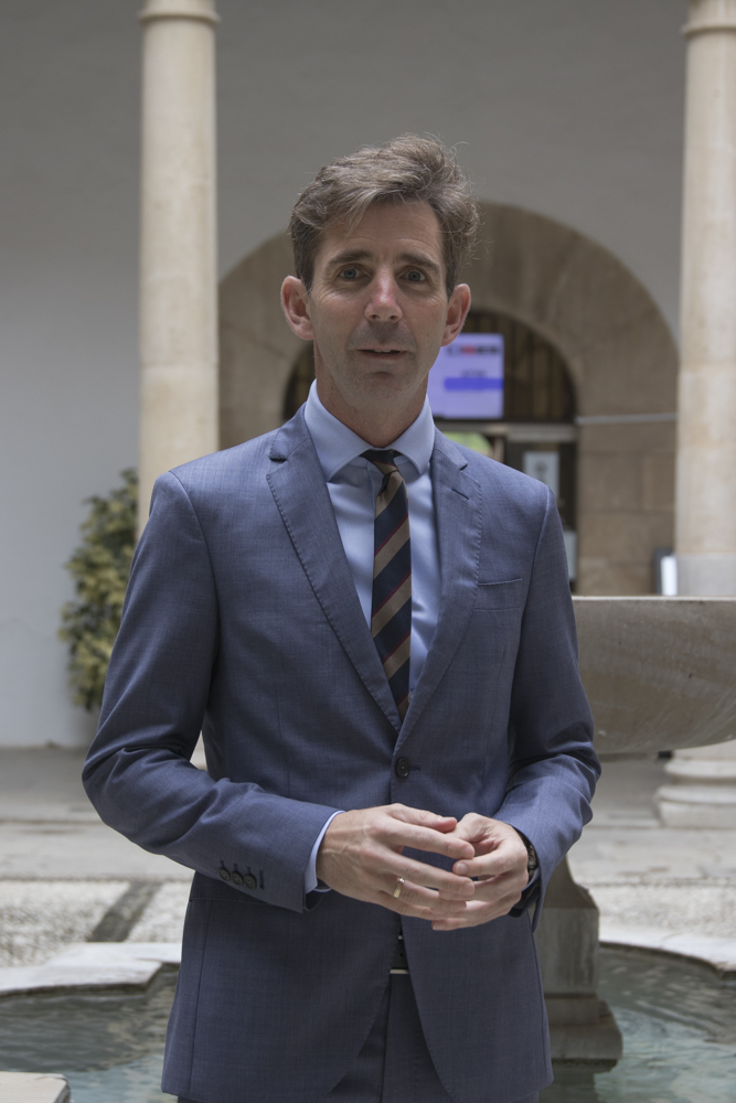 Manuel Sánchez Polo toma posesión como nuevo decano de la Facultad de Farmacia de la UGR