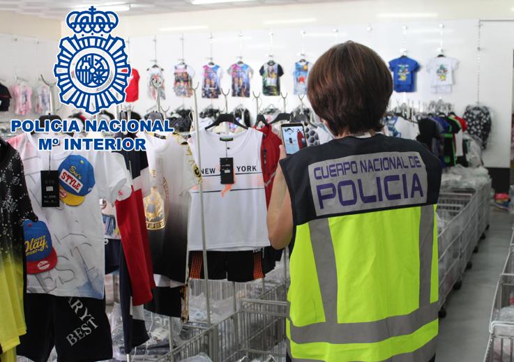 La Policía registra 11 naves en Ogíjares e incauta más de 48.500 productos falsificados